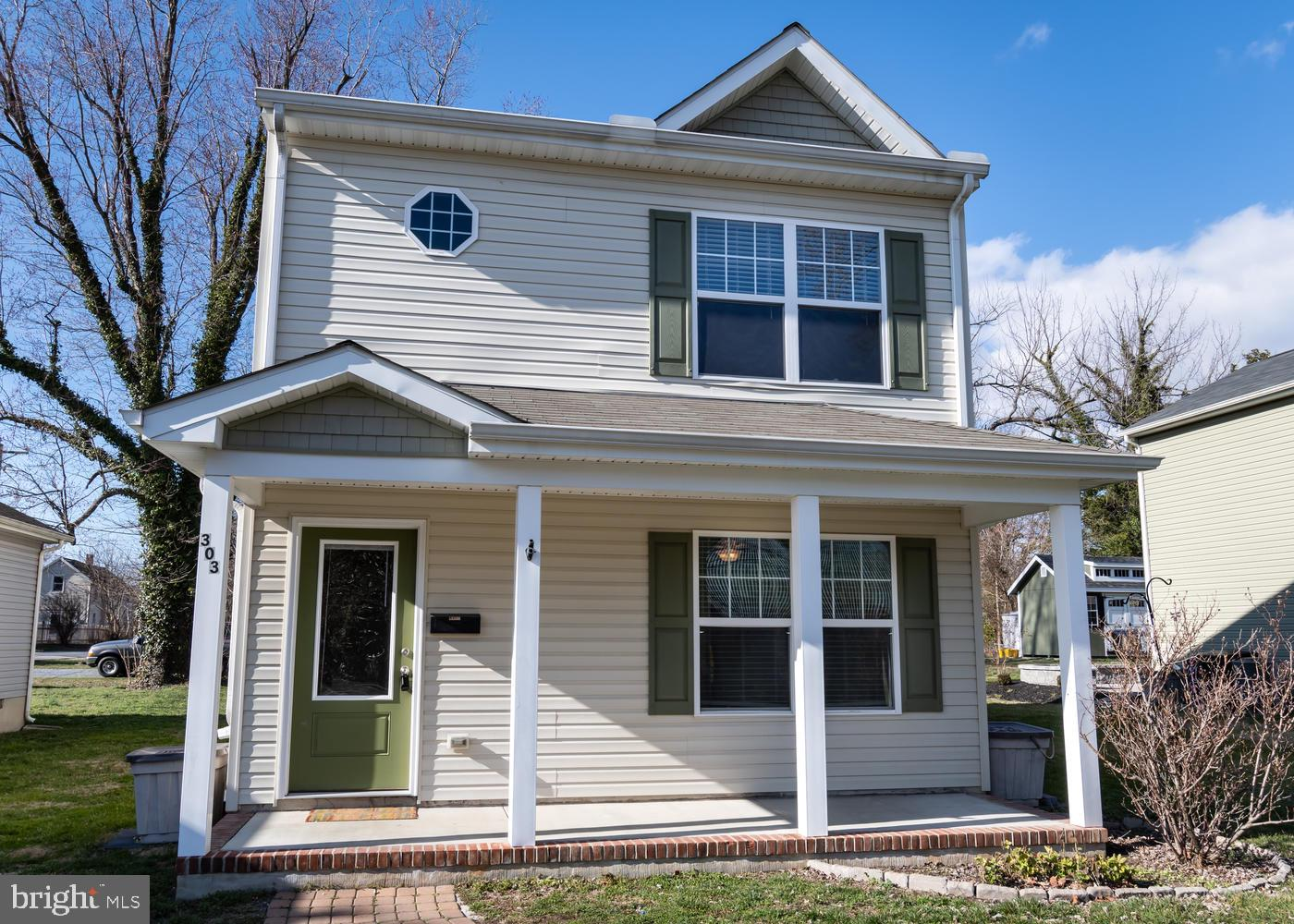 CUTE COLONIAL JUST STEPS AWAY FROM ALL THAT CENTREVILLE HAS TO OFFER (RESTAURANTS, SHOPS, SCHOOLS, P