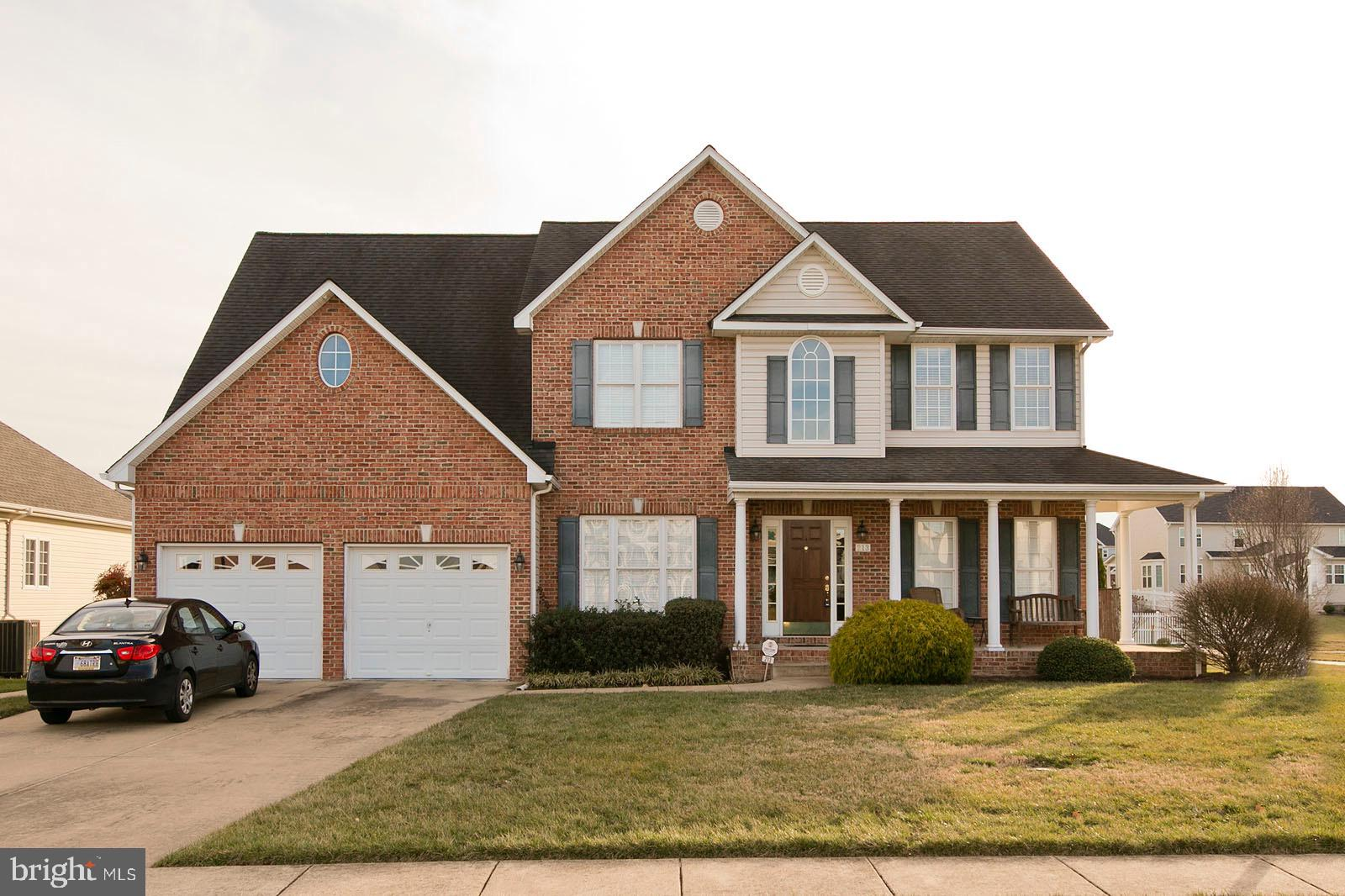 This grand 5 bedroom, 3 bath home could soon be yours! Upon entry, you will instantly notice the stu