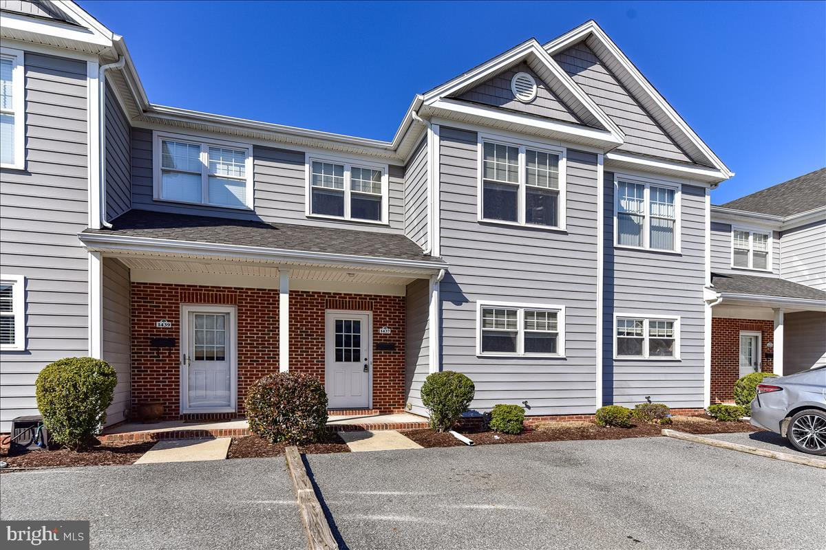 Be sure to pick up this very well maintained 3 bed 2.5 bath Townhome just minutes away from Salisbur