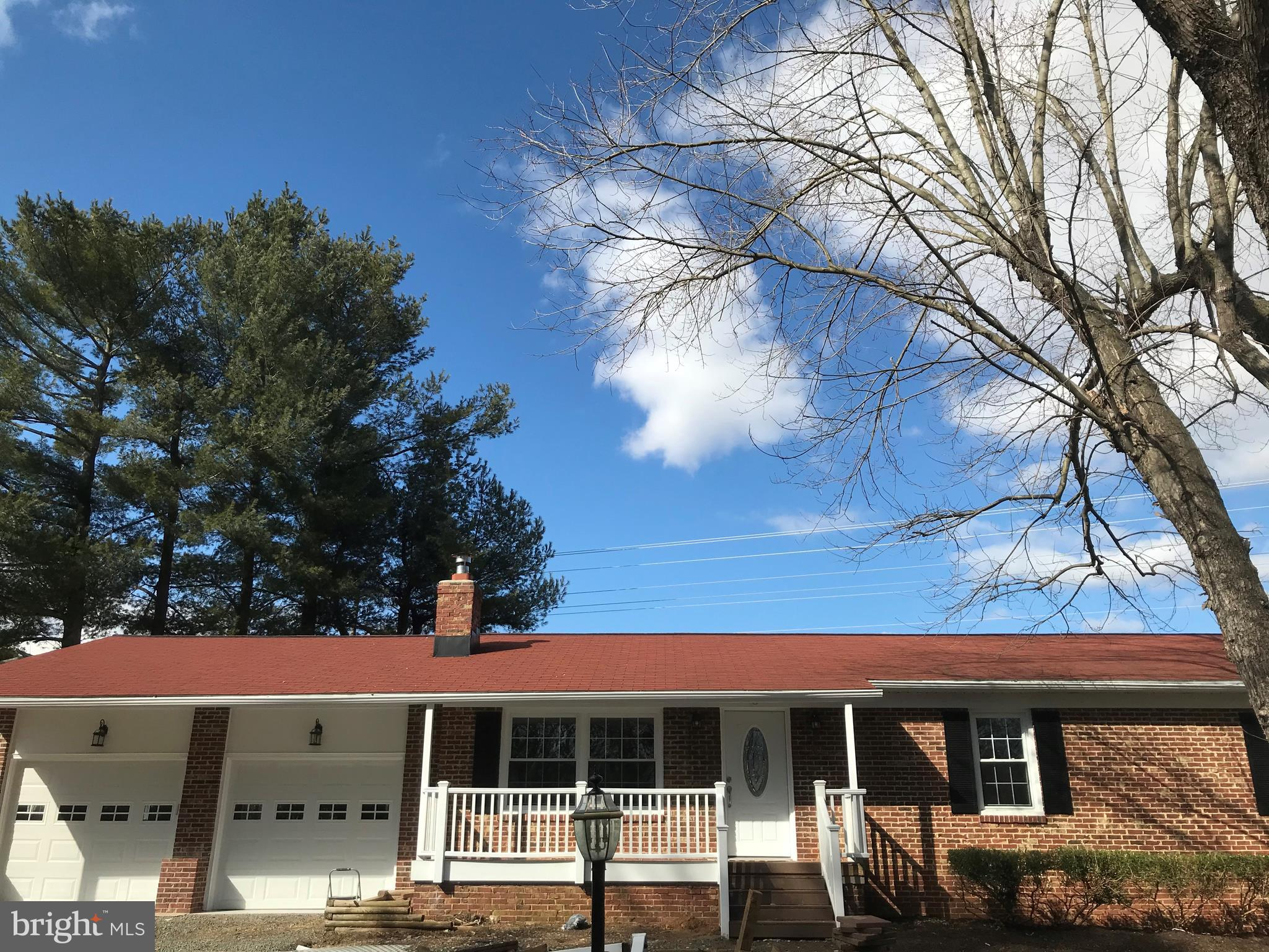 Nice 3 Bed 2Bath home in Lovettsville, 3+ Acres with horse stalls, New Laminate Flooring, Upgraded C