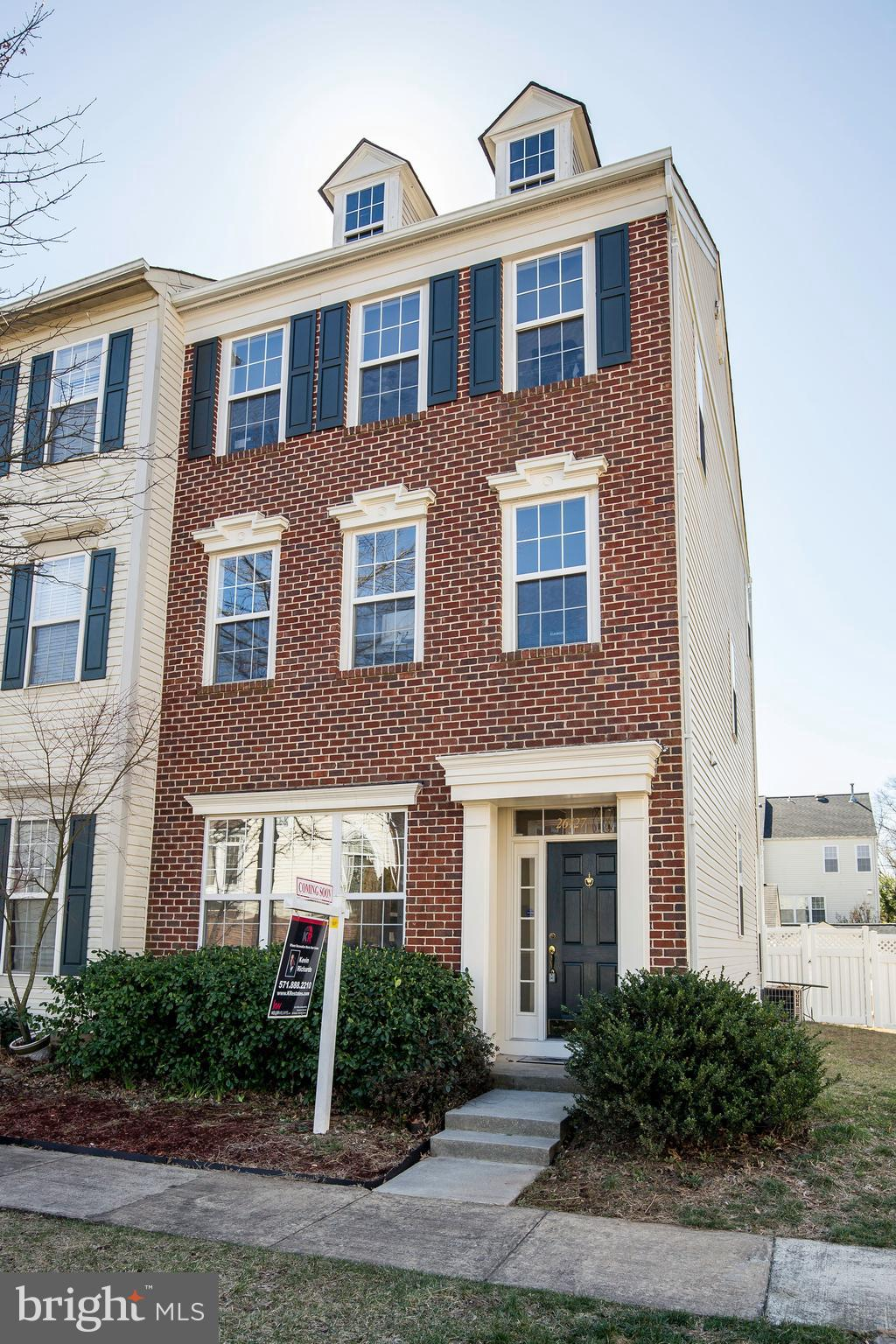 CONTRACT FINANCING FELL THROUGH. BACK ON MARKET!  MILLER & SMITH REGENCY MODEL END UNIT TOWNHOME!! 3