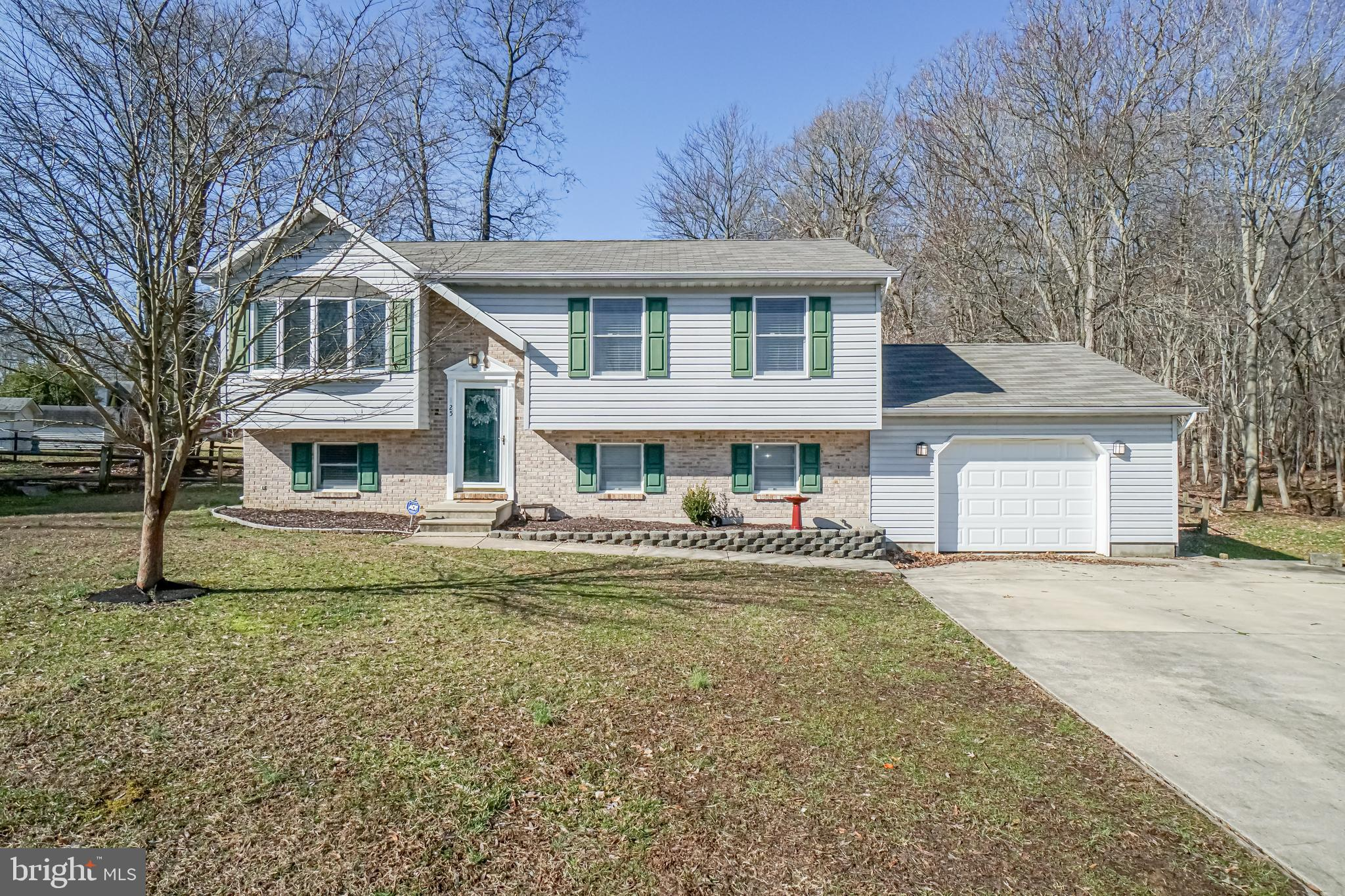 Welcome home to this 3 bedroom 2 full bath home located in a cul-de-sac in the desirable Northwoods