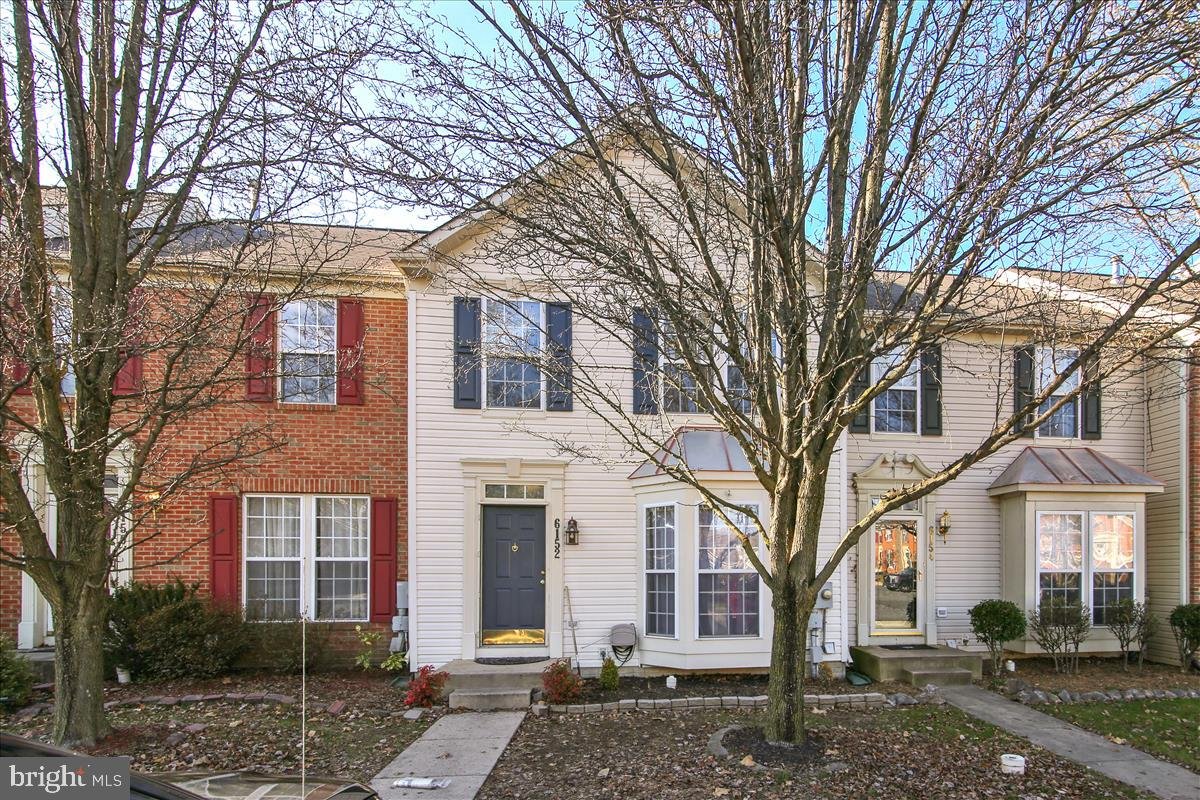 Simply Charming, 3 bedroom 2.5 baths town home in the Spring Ridge planned community.  This town hom