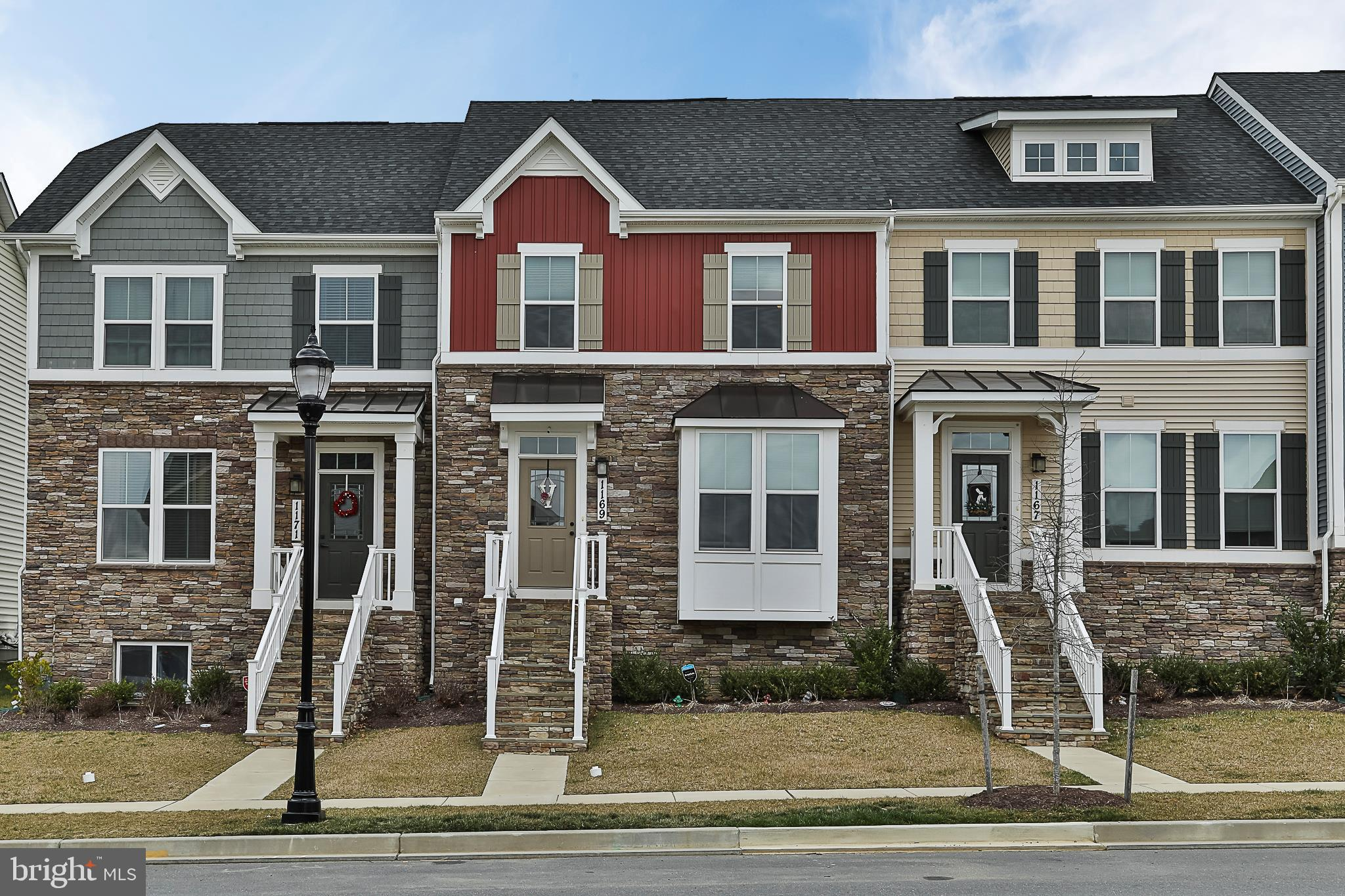 This beautiful townhome located in Brunswick Crossing is 1-1/2 years young. This energy efficient un