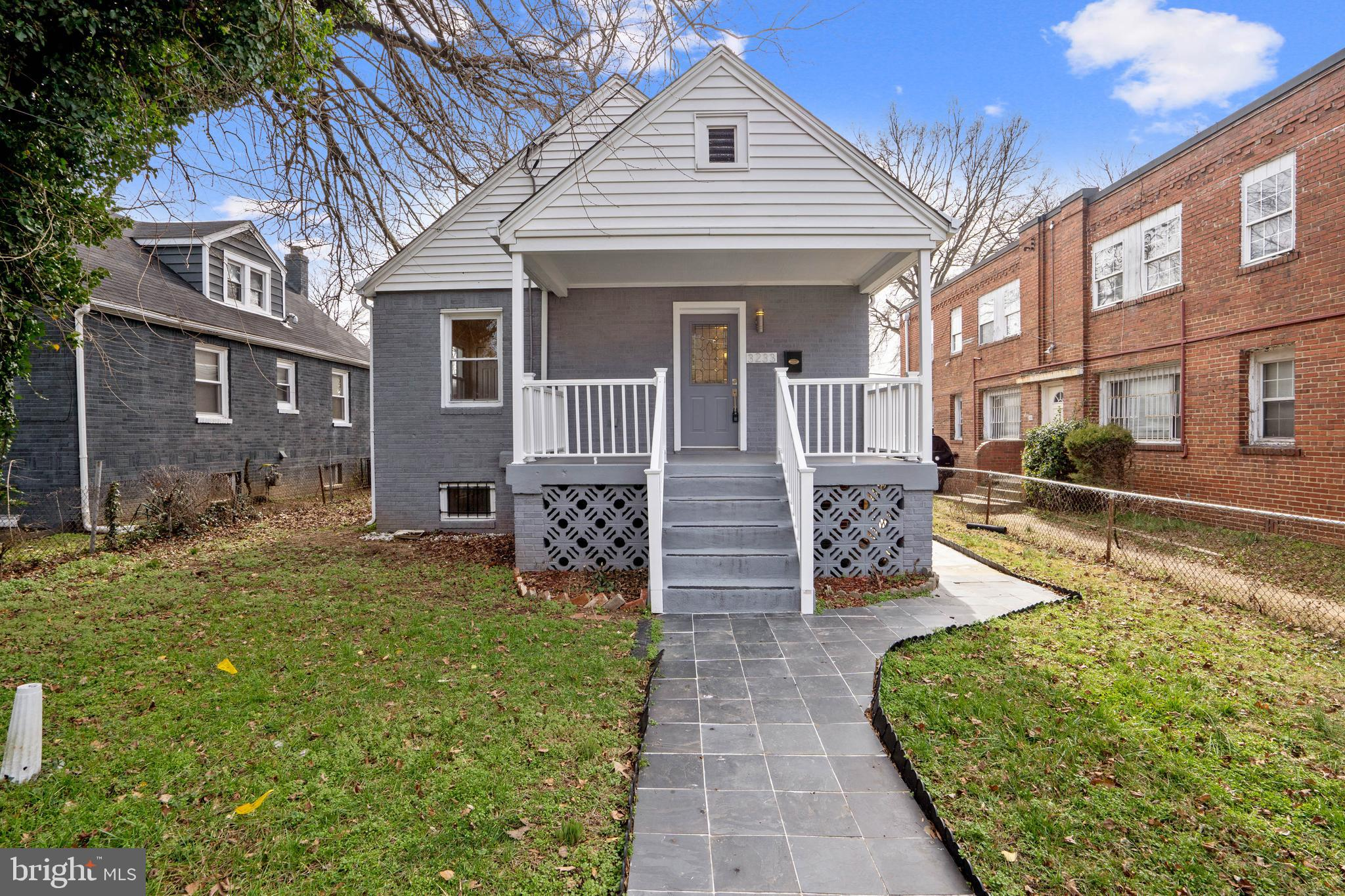 OPEN HOUSE - 2/22/20 @ 2:00pm - 4:00pm.  Beautiful  light filled home in great location, open floor