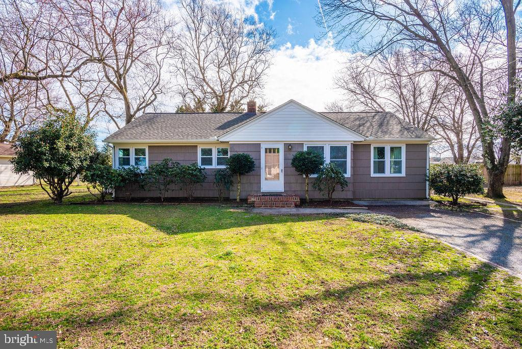 Beautifully remodeled home in walking distance to Salisbury University's manicured campus, shopping