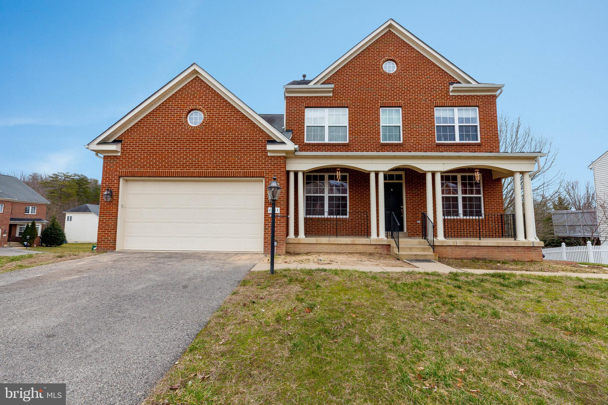 ***PENDING RELEASE***Truly amazing and well kept Corner Single family home with in minutes to 95 and