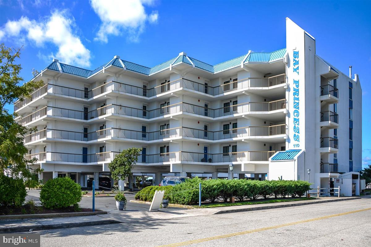Beautiful bay front condo in the popular Bay Princess building. Enjoy beautiful open bay views and s