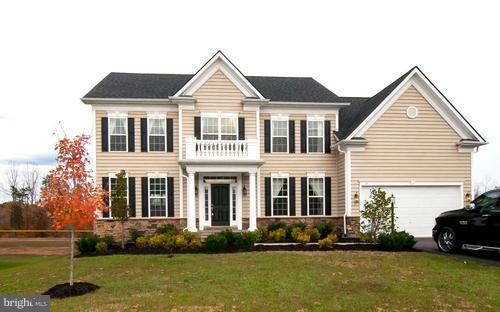 Gorgeous Home! Almost 5000 sqft home! Near 95 Express Lane. 6 BDRM, 4.5 BA Premium Leveled Lot ~ Hom