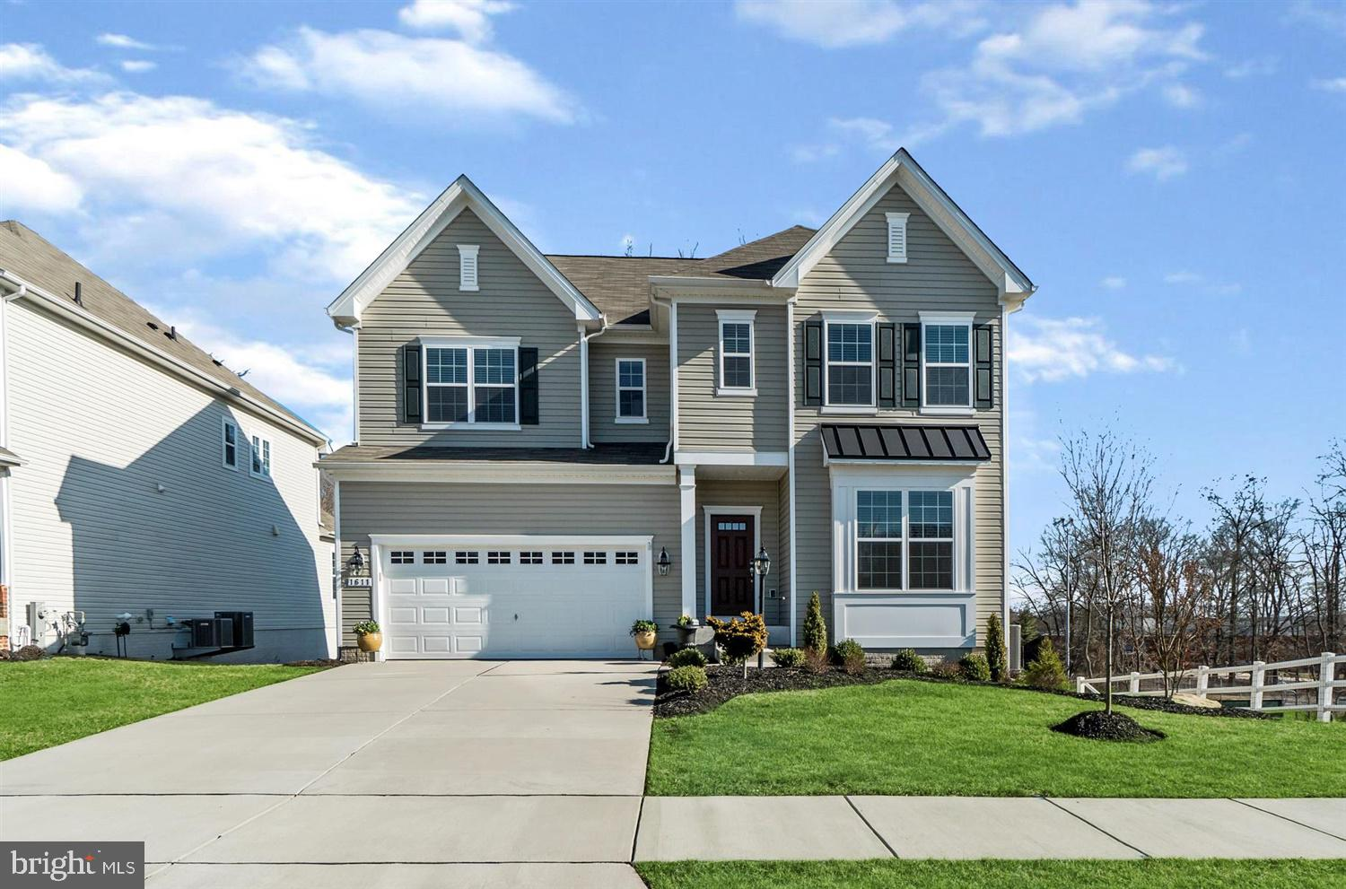 Stunning single family in Sandy Ridge boasting 4 bedrooms and 4.5 baths! Open floor plan on main lev