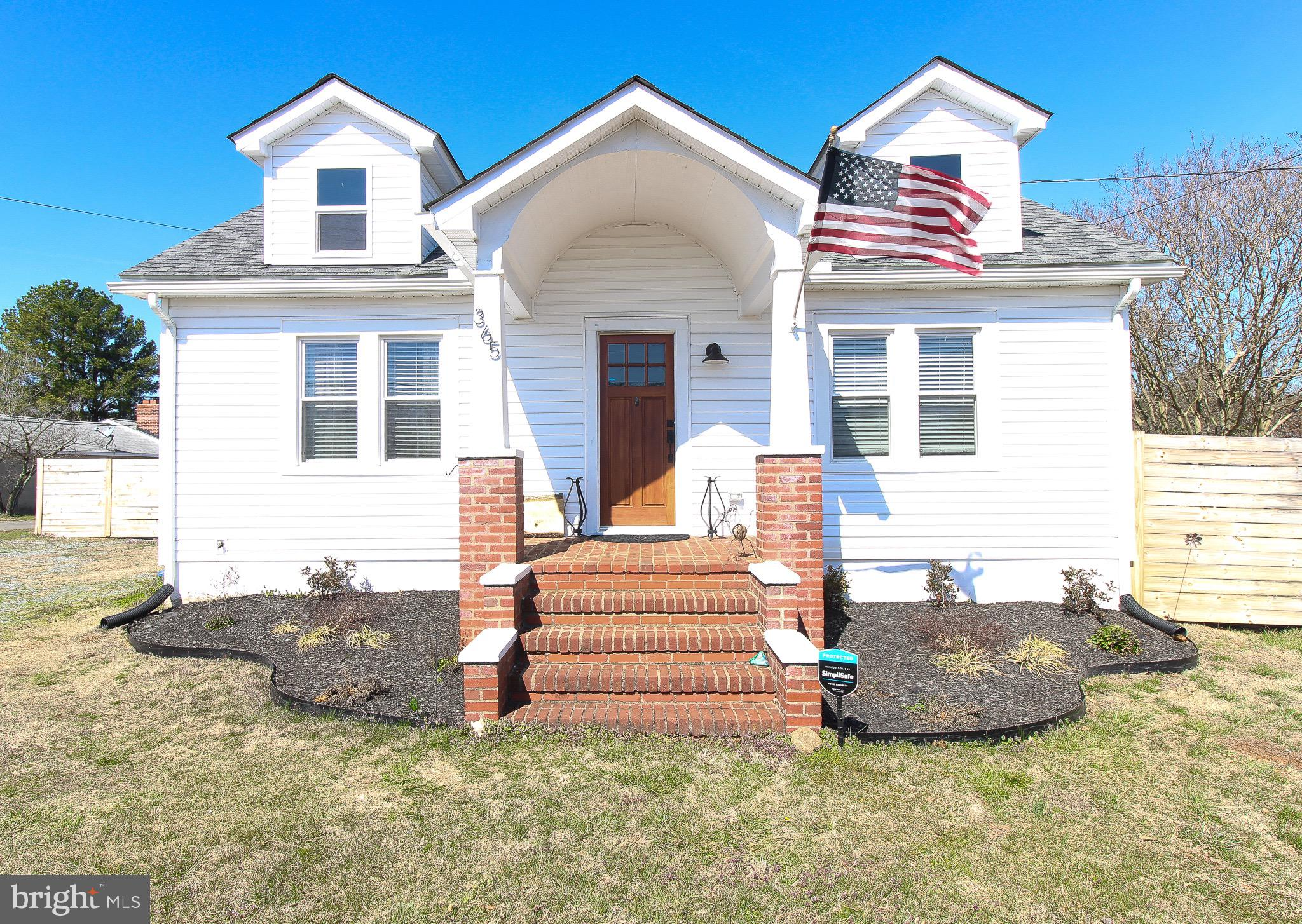**ONLY ACCEPTING VIRTUAL SHOWINGS AT THIS TIME** This meticulously remodeled 120 year old Cape Cod j