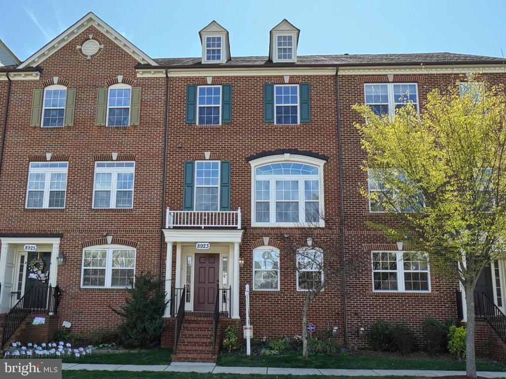 Beautiful townhome in sought after Villages of Urbana.  The first level has a generous sized home of
