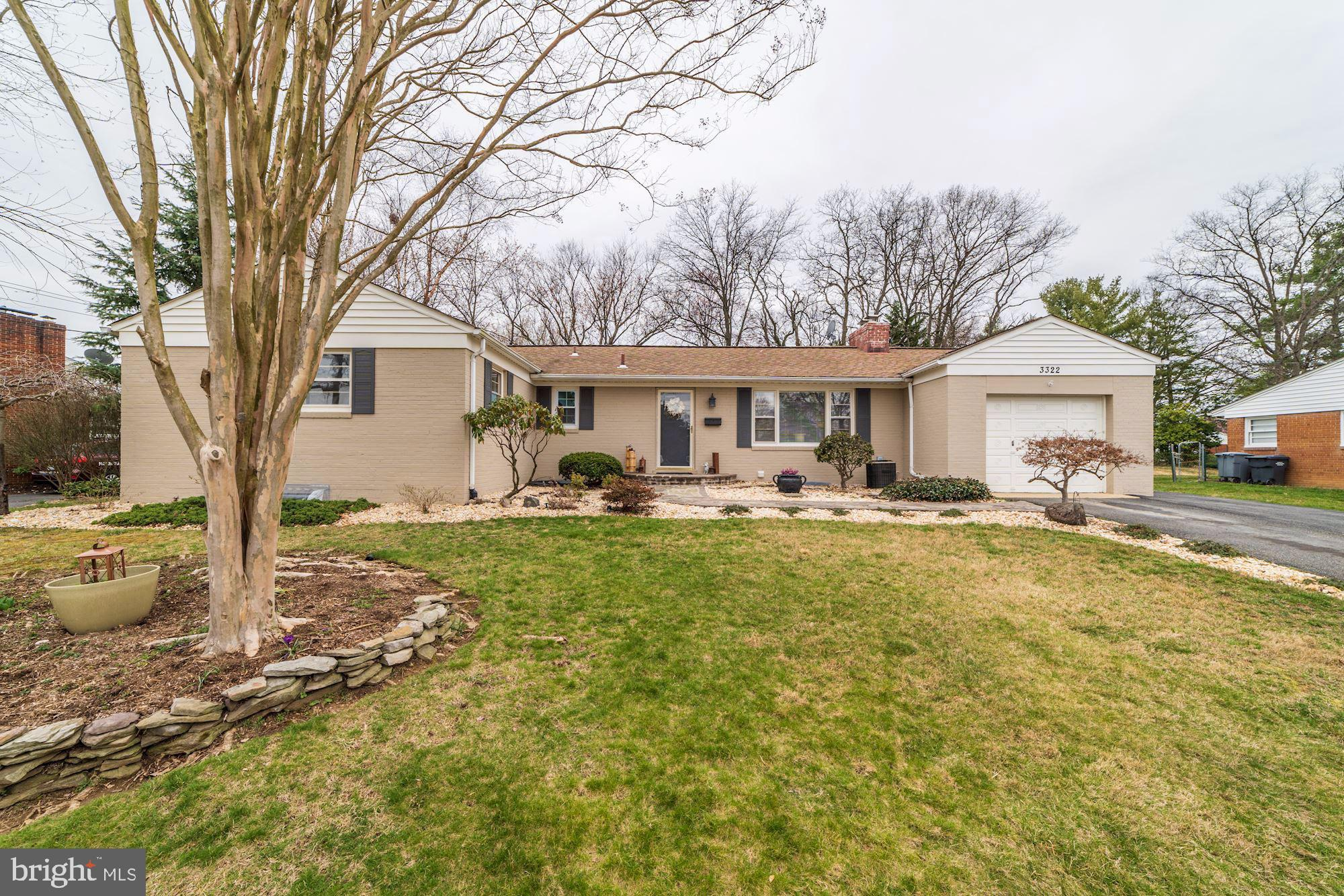 Website http://tour.homevisit.com/mls/290044 Welcome to this beautiful, updated and very well mainta