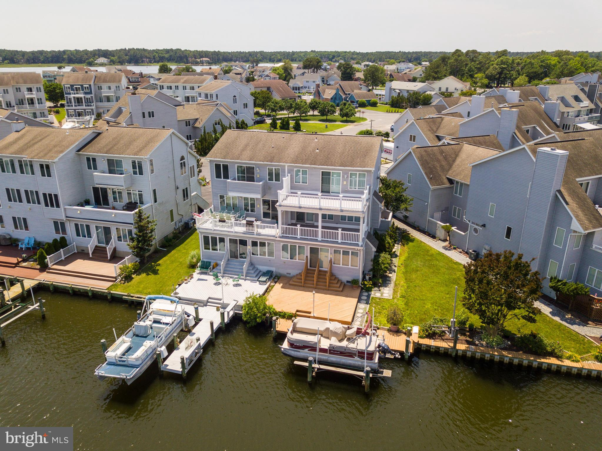 Three-Level Waterfront Townhome with Private Pier, Boat Lift, & Rear Multi-Level Decks! Garage with HVAC has insulated door, walls, utility sink & keyless entry.  First level contains a Family room with Kitchenette, Full Bath & newer gas heating stove.  Master Suite with private balcony, vaulted ceiling, walk-in-closet, whirlpool tub & ceramic tile.  Efficient Gas Polaris Heating.  LR contains a  2nd Fireplace!