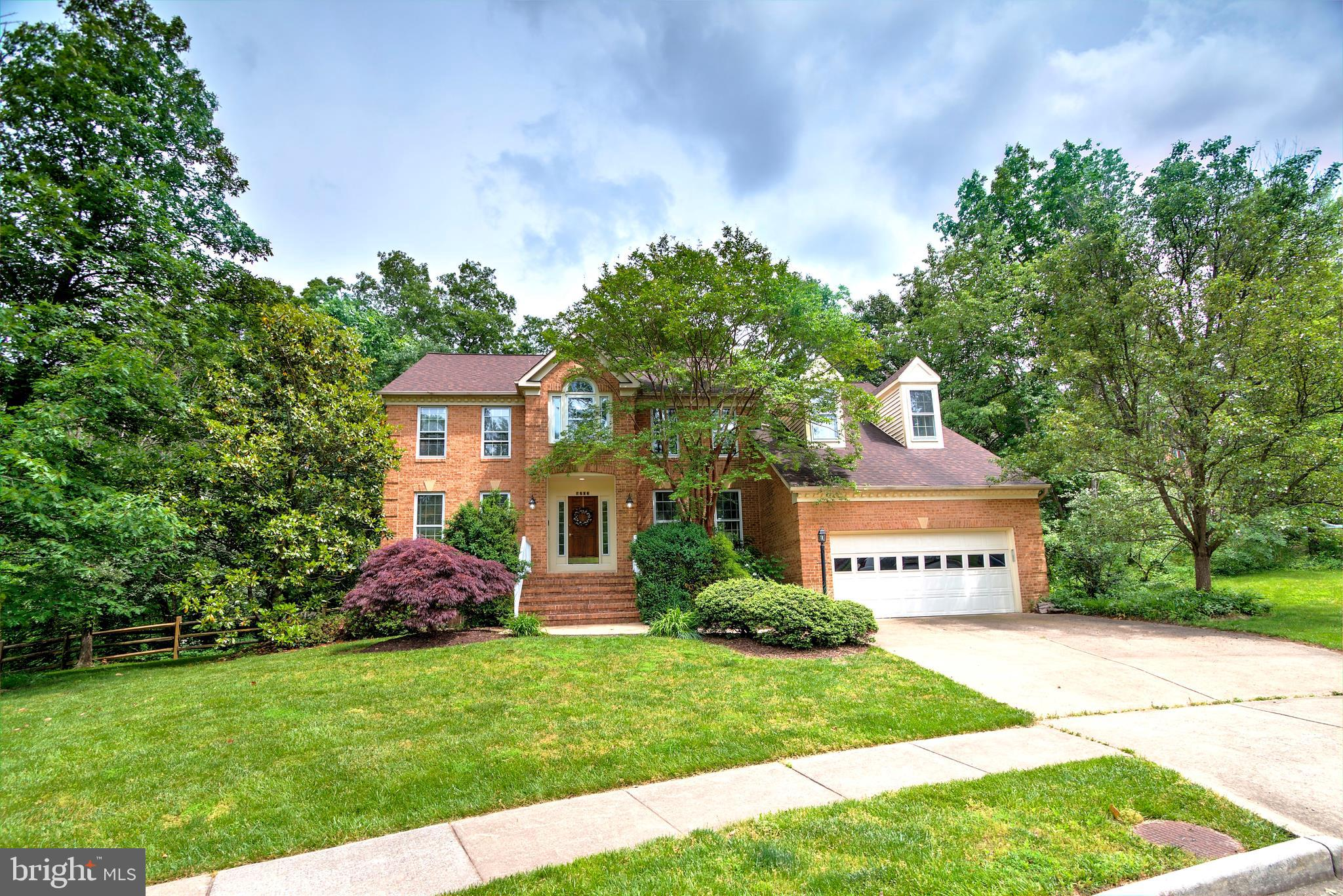 Fabulous McLean model with 4 bedrooms and 4.5 baths!  Gorgeous cul-de-sac lot backing to trees! Fabu