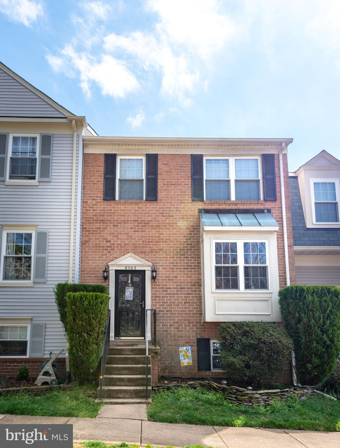 CHARMING 3 LEVEL TOWNHOME IN WEST SPRINGFIELD*4 BEDROOM/3.5 BATH*LIVING ROOM WITH BAY WINDOW*HARDWOO