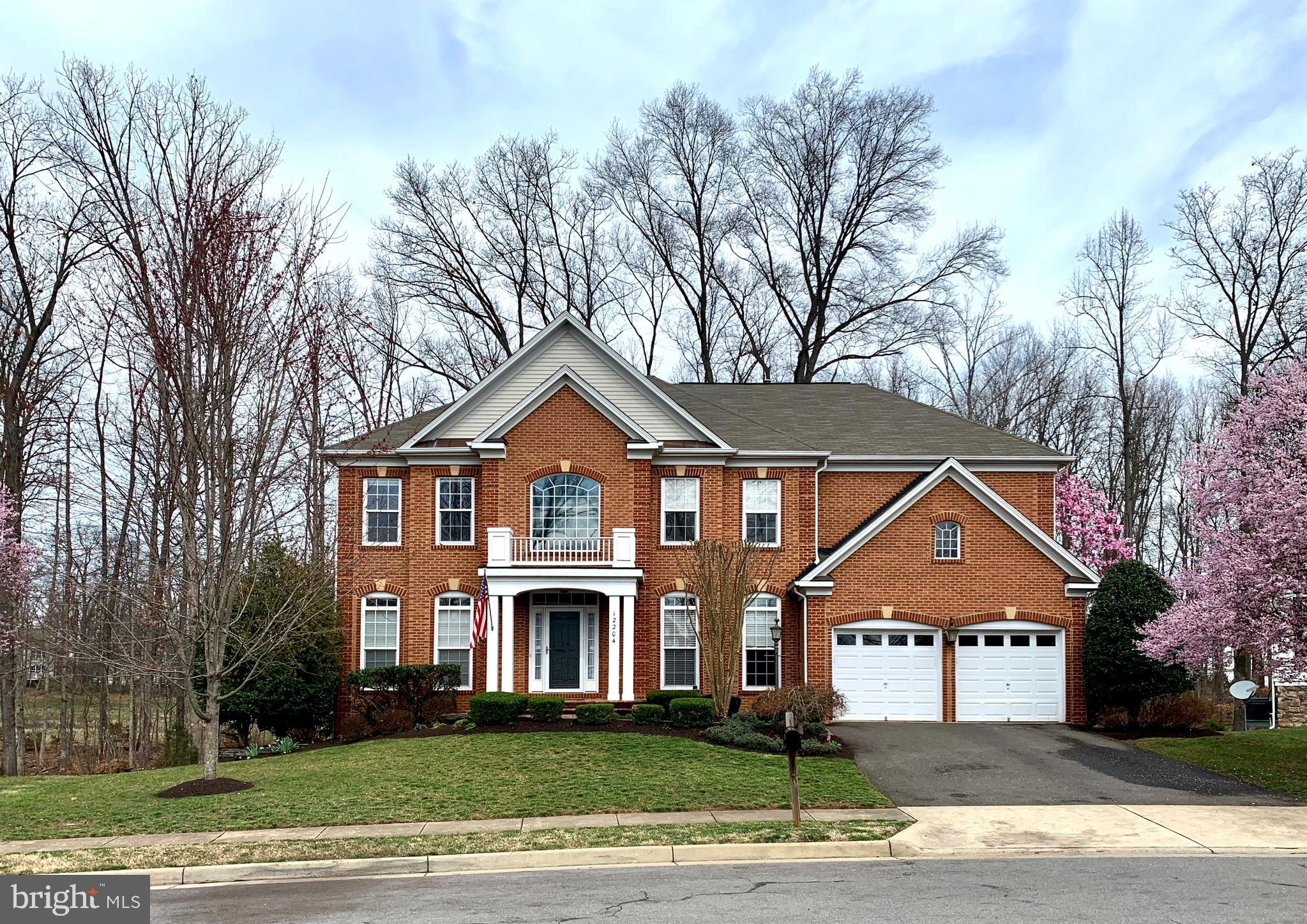 Beautiful 5 bed, 4.5 bath home on quaint cul-de-sac of Broad Run Oaks-- backs to trees and the forme