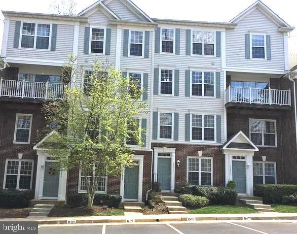 Must see This Beautiful 2 Level Renovated Townhome with 2 Master Bedrooms + 2.5 Baths + 2 Private Ba