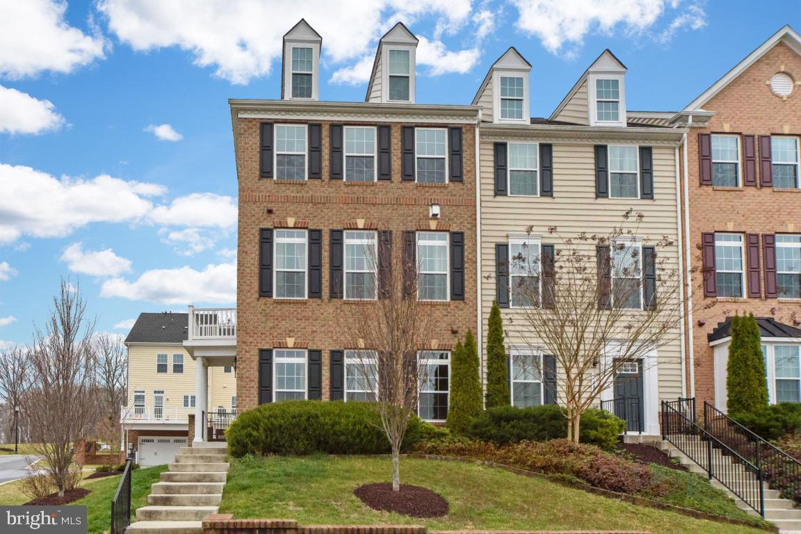 """Get ready, get set, BUY!  This  """"move in ready""""  EOG with 2 car attached garage in the coveted Rainc"""