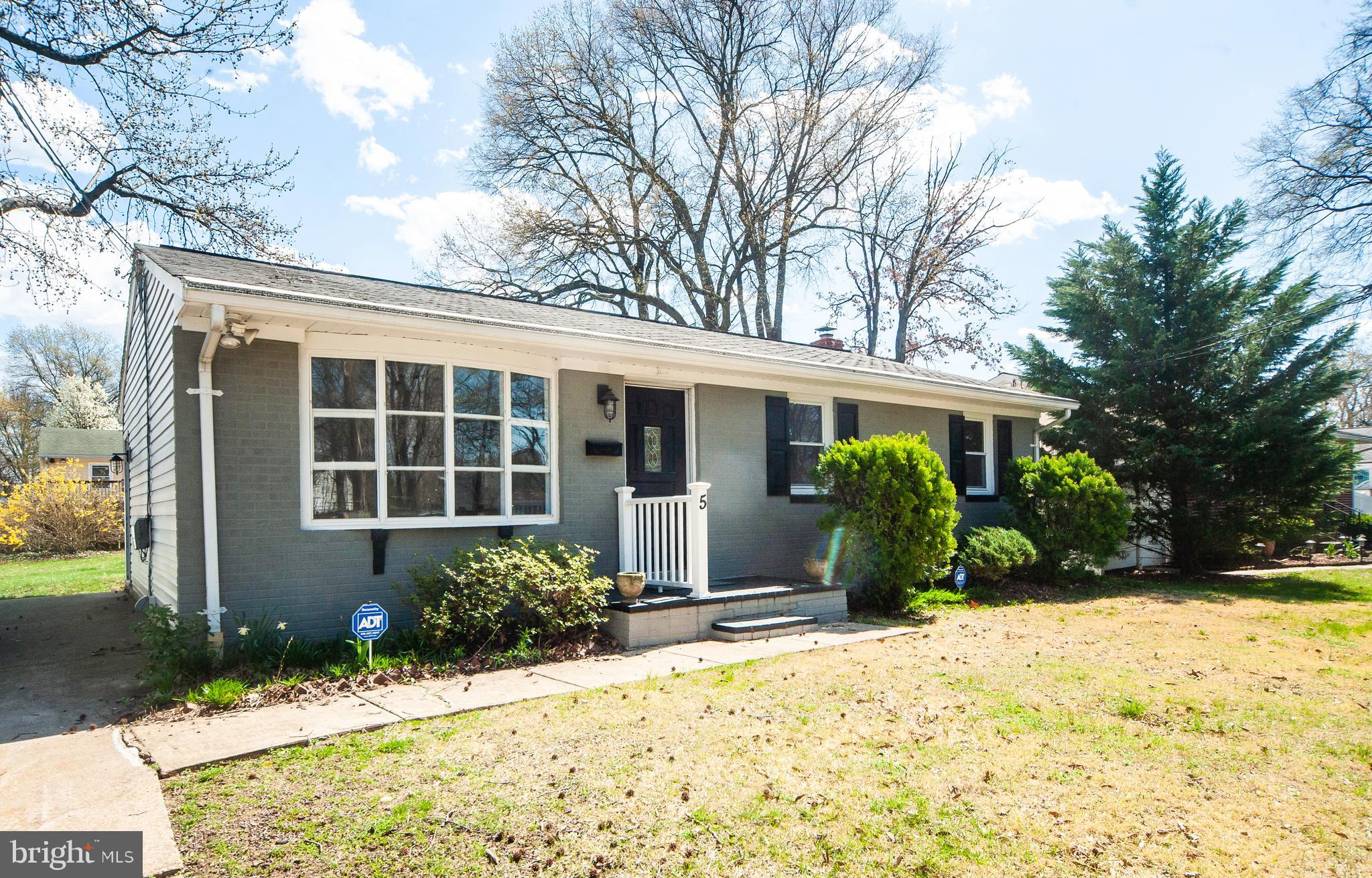Beautifully updated home located in Ferndale. So many updates, which includes all new flooring, pain