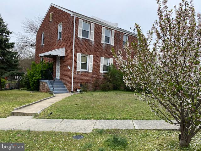 LOCATION. CHARM. CONVENIENCE. Quiet, tree-lined street walking distance to Metro, Walmart, grocery,