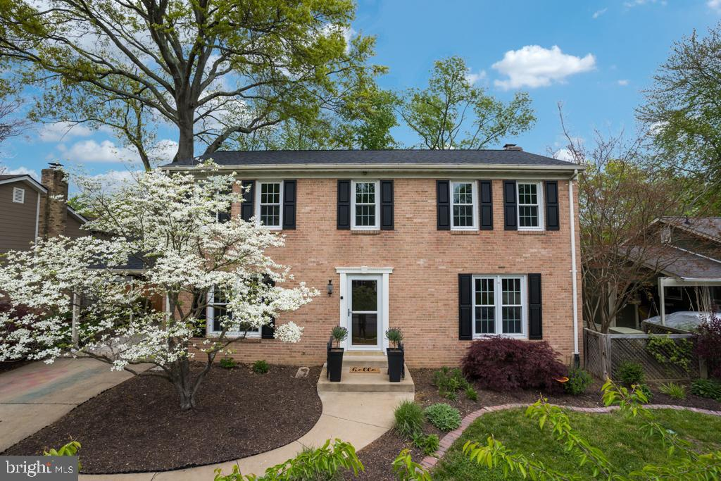 Welcome to 1914 Leo Lane.  This 3-level brick Colonial is located on former George Washington farmla