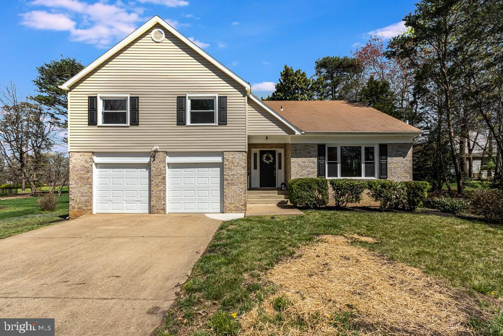Beautifully Renovated 4BR, 2.5BA Split Backs to 5TH Hole of Aquia Harbour's Golf Course!  **CHECK OU