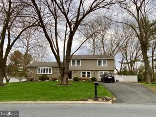 YOU WILL ABSOLUTELY LOVE ENTERTAINING FAMILY & FRIENDS IN THIS SPACIOUS STONE HOME WHICH HAS 5 CONTI