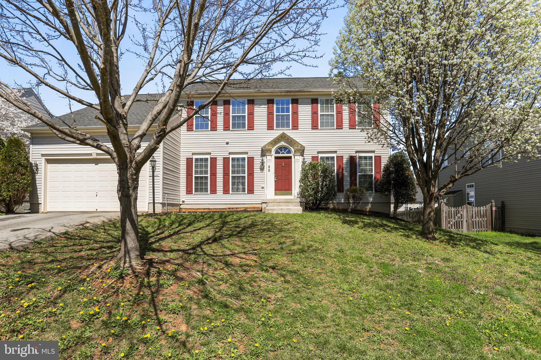 Large Courtland style home in convenient Maddex Farm subdivision within walking distance to all thin