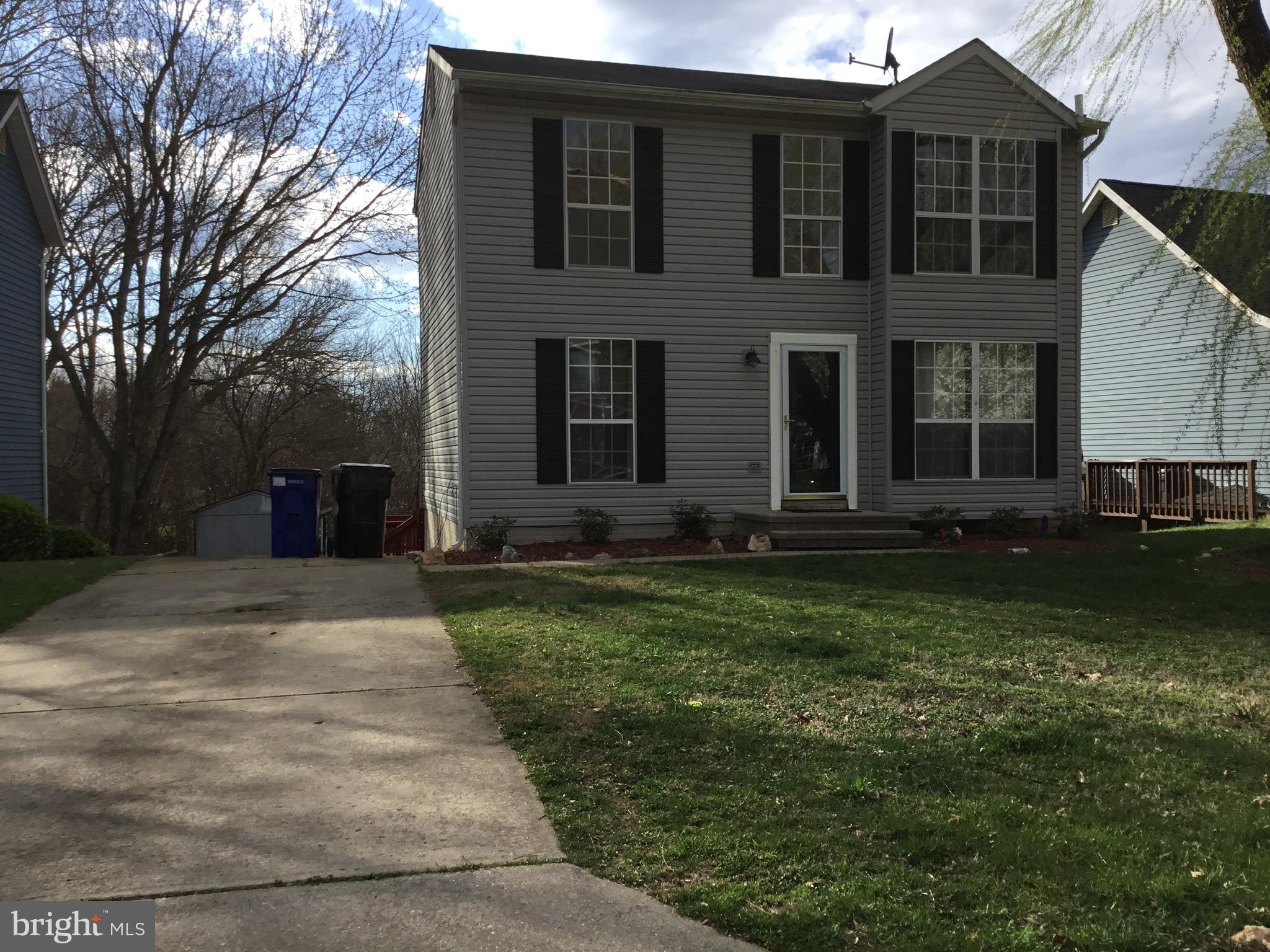 Nice 3 level home with 3 bedrooms and 2.5 bathrooms plus a den in the basement , this house has been