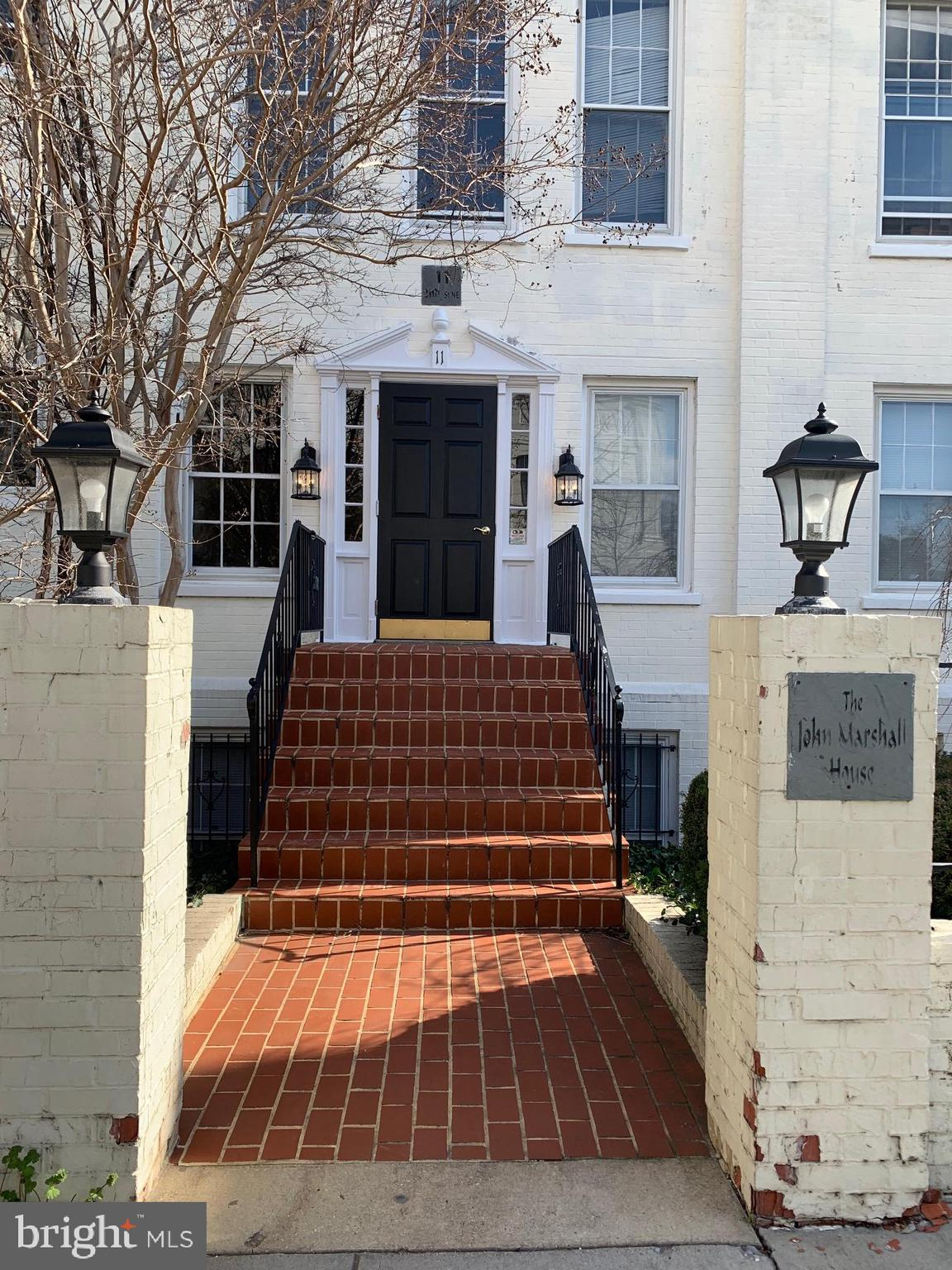 Smartly appointed studio apartment located next to the Supreme Court and steps away to the US Capito