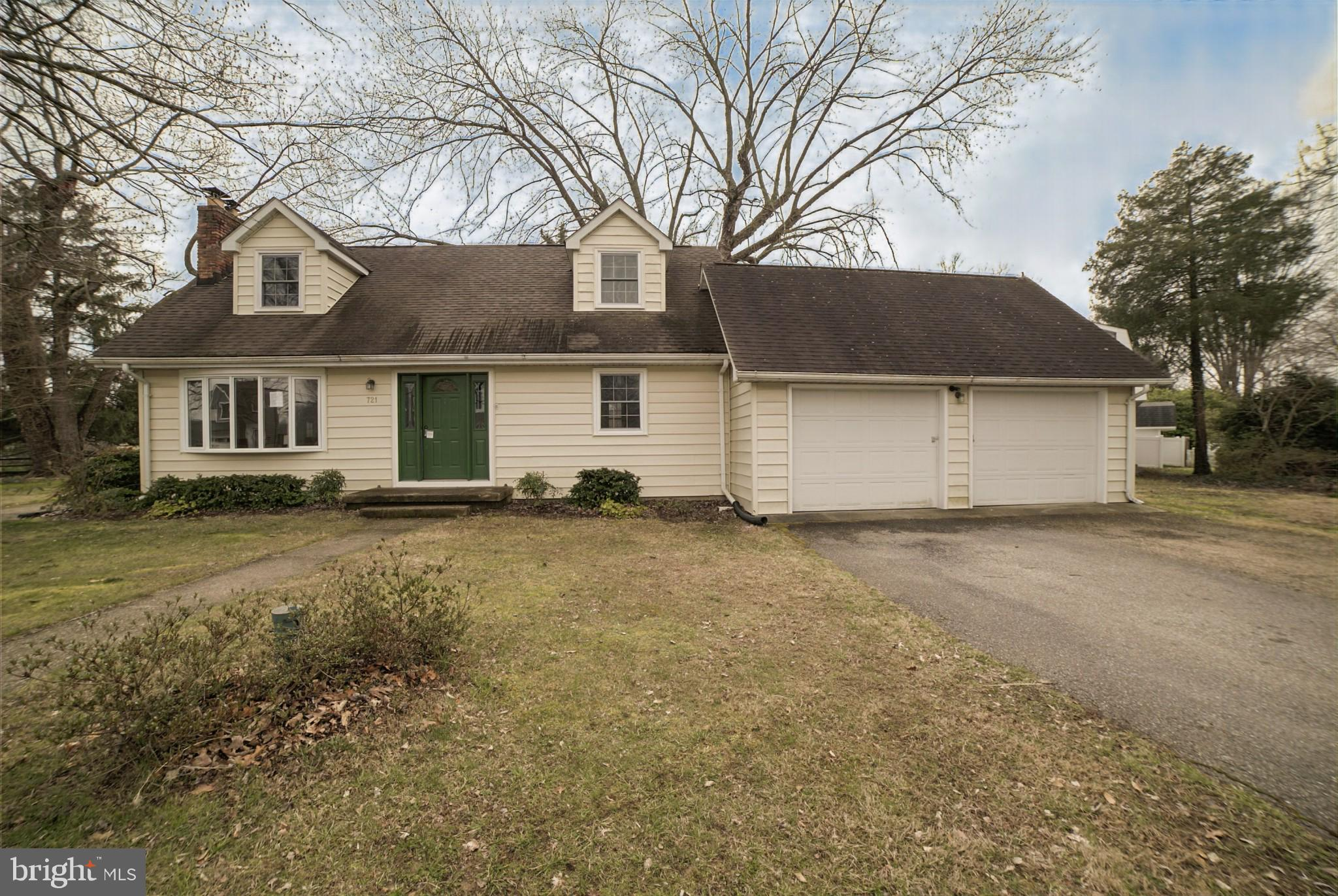 Great opportunity to own this single family home that offers a total of 3bedrooms and 2 baths and wa