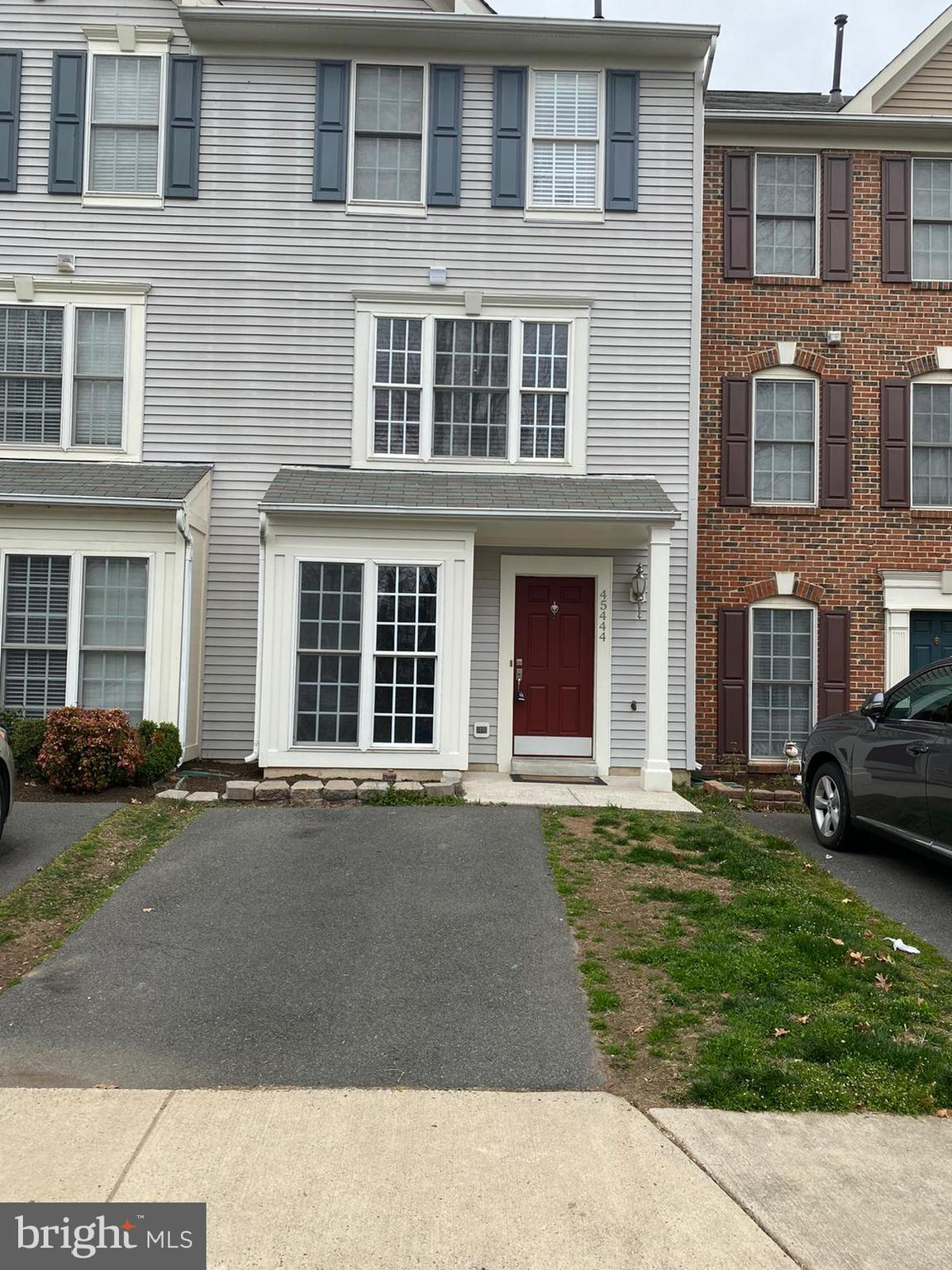 Beautifully -MAINTAINED UPGRADED TOWNHOME MINUTES AWAY FROM DULLES AIRPORT.Gorgeous LIGHT WOOD FLOOR