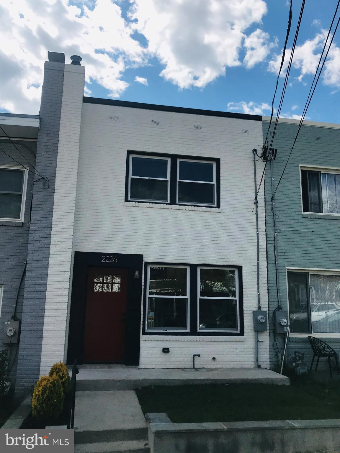 Newly renovated 3 levels row house with addition in Brentwood. 4 bedrooms 3 full and a half bath and