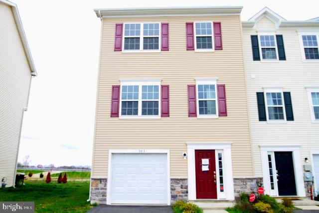 This property may qualify for Seller Financing (Vendee). A 3 bedroom 2.5 bath End Unit Townhome is a