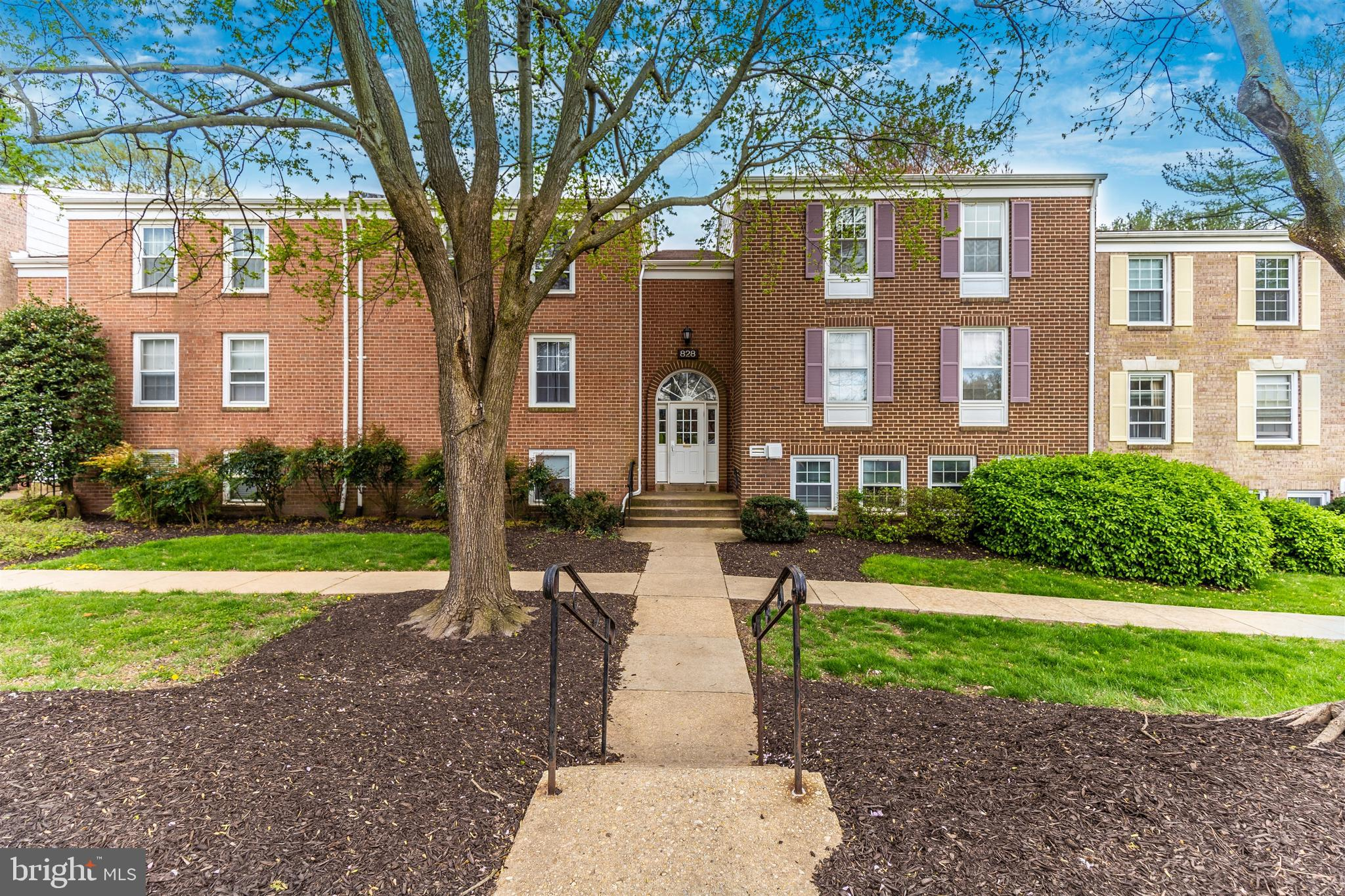Buyer Financing Fell Through!  This Penthouse unit is back on the market! Conveniently located  2bd/1ba condo located near I-270, retail, restaurants and parks.  Spacious unit with over 1,000sf!  The condo has a large living room, separate formal dining room, expansive kitchen with stainless steel appliances (dishwasher and refrigerator brand new!), 2 spacious bedrooms and updated full  bathroom!   Condo fee includes all utilities!  Not FHA approved.   Virtual tour available.