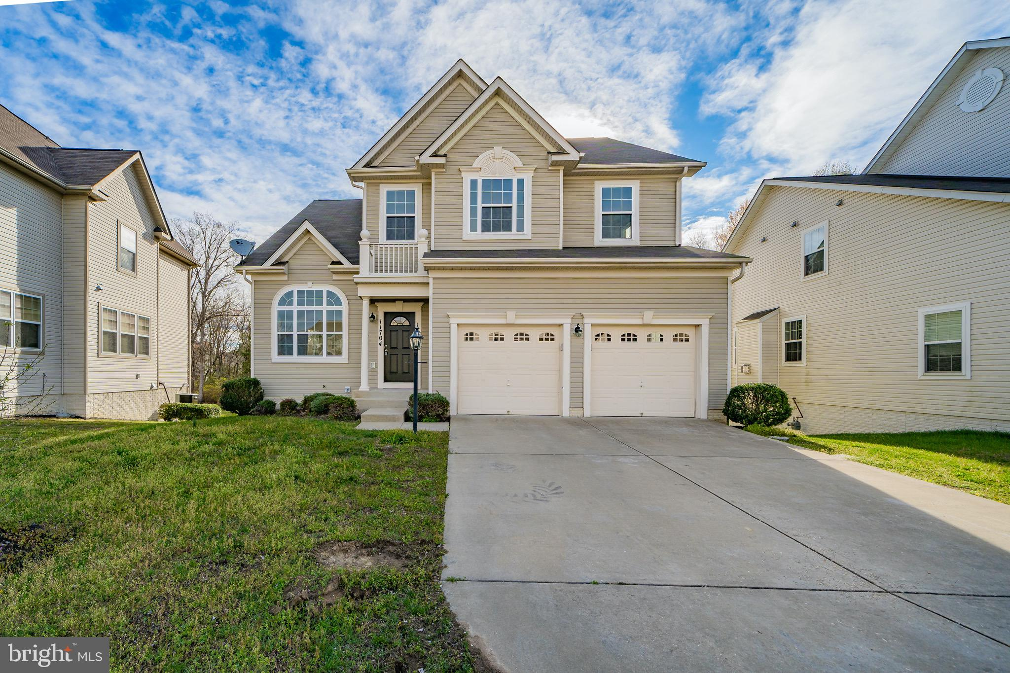 Stunning home located in prime location of Waldorf. Offers 3 levels, 4 bedrooms with 3 full and 1 ha