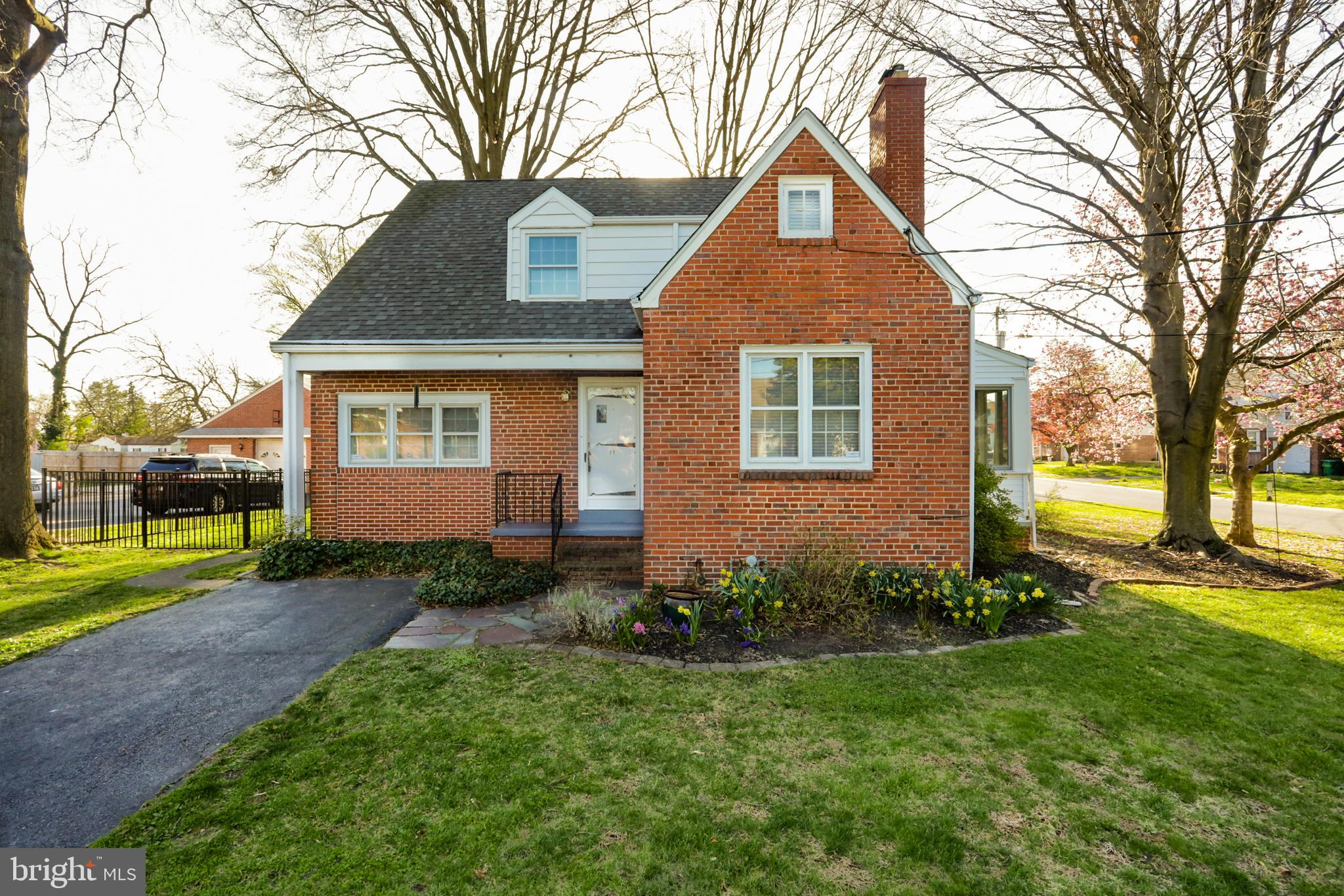 Charming all brick cape cod in North Roselle ready for immediate occupancy.  This 4 bed, 1.1 bath ho