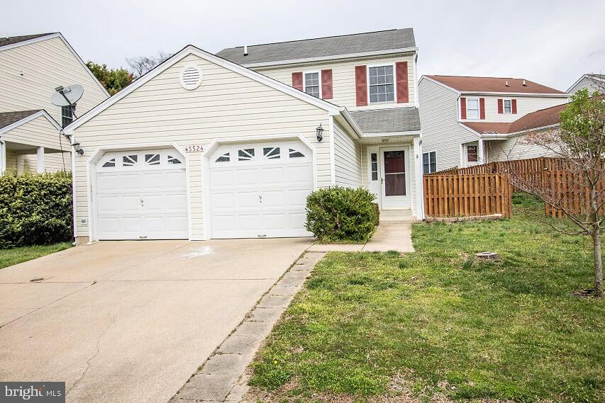 Beautiful home in Hickory Hills ready for immediate move in! Coosan Court is an easy commute to NAS