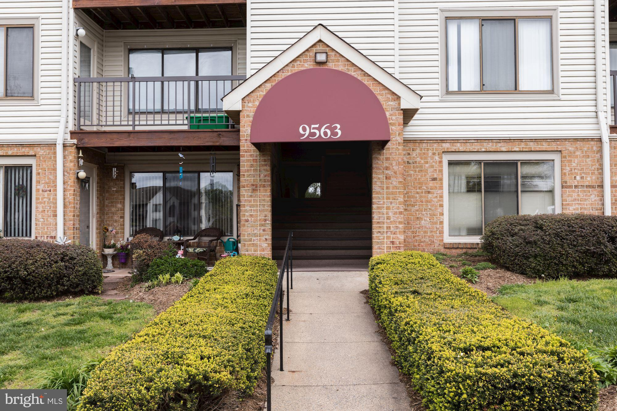Spacious condo in a great location close to shopping, schools, Old Town Manassas, VRE, Route 28, and Prince William Parkway.  Move in ready, 2 bedrooms with 2 full baths and walk-in closets.   Open living/dining room, and eat-in kitchen that opens up to a balcony with wooded views.  Laundry room with washer and dryer.