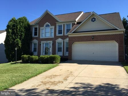 4 BDRMS. 2 FULL AND TWO HALF BATH SINGLE FAMILY HOME! KITCHEN HAS AN ISLAND W/ ELECTRIC & PANTRY. FA