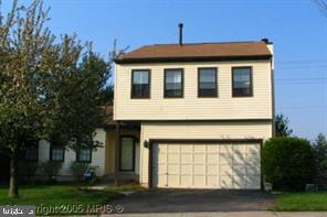 SPACIOUS COLONIAL HOME MINUTES FROM I66, HARDWOOD FLOORS IN LIVING ROOM, DINING ROOM, FOYER,& THREE
