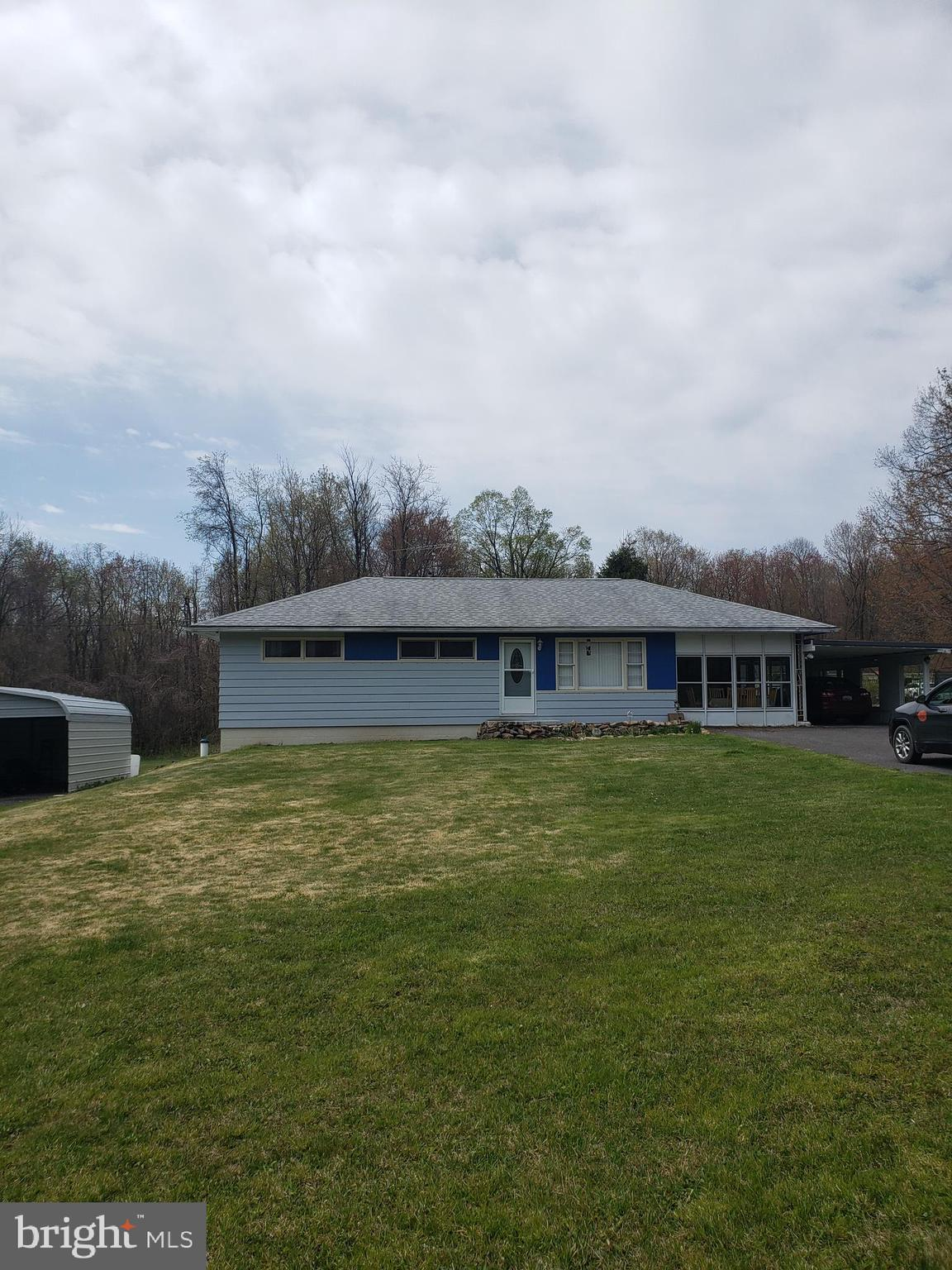 Nice 3 Bedroom 1 bath home on almost 1 acre of land. Very open back yard with hot tub and firepit. N