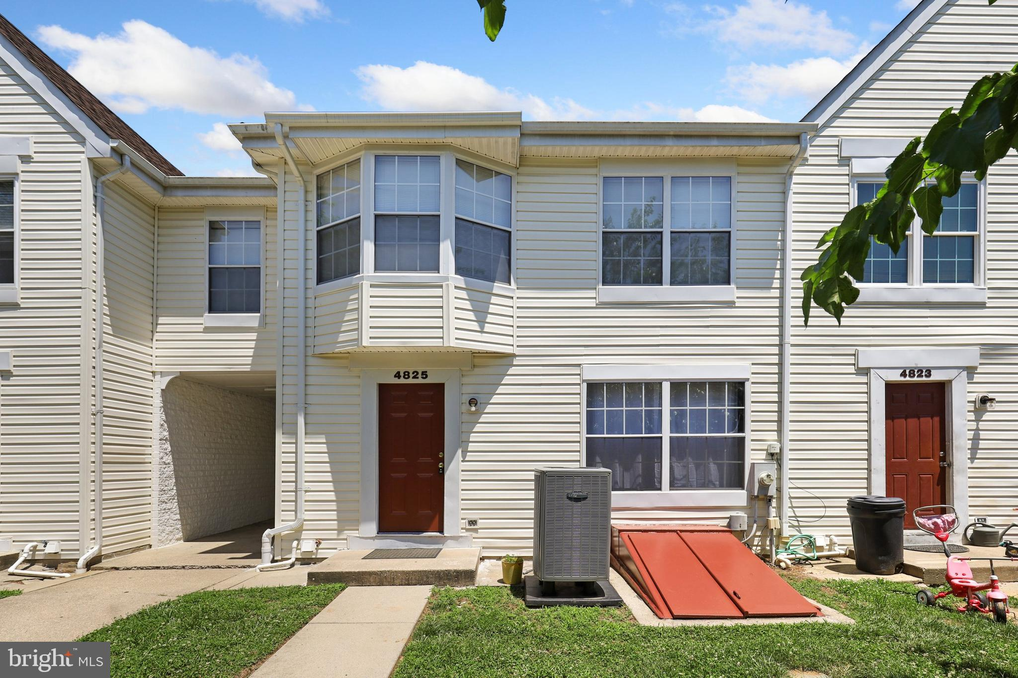This is the one you have been waiting for!  Absolutely turn-key home in a quiet neighborhood minutes