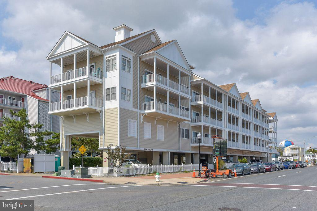 Welcome to Seabright unit 305, a 3 Bedroom 2.5 Bath Penthouse, Bayside, condominium, located in exci