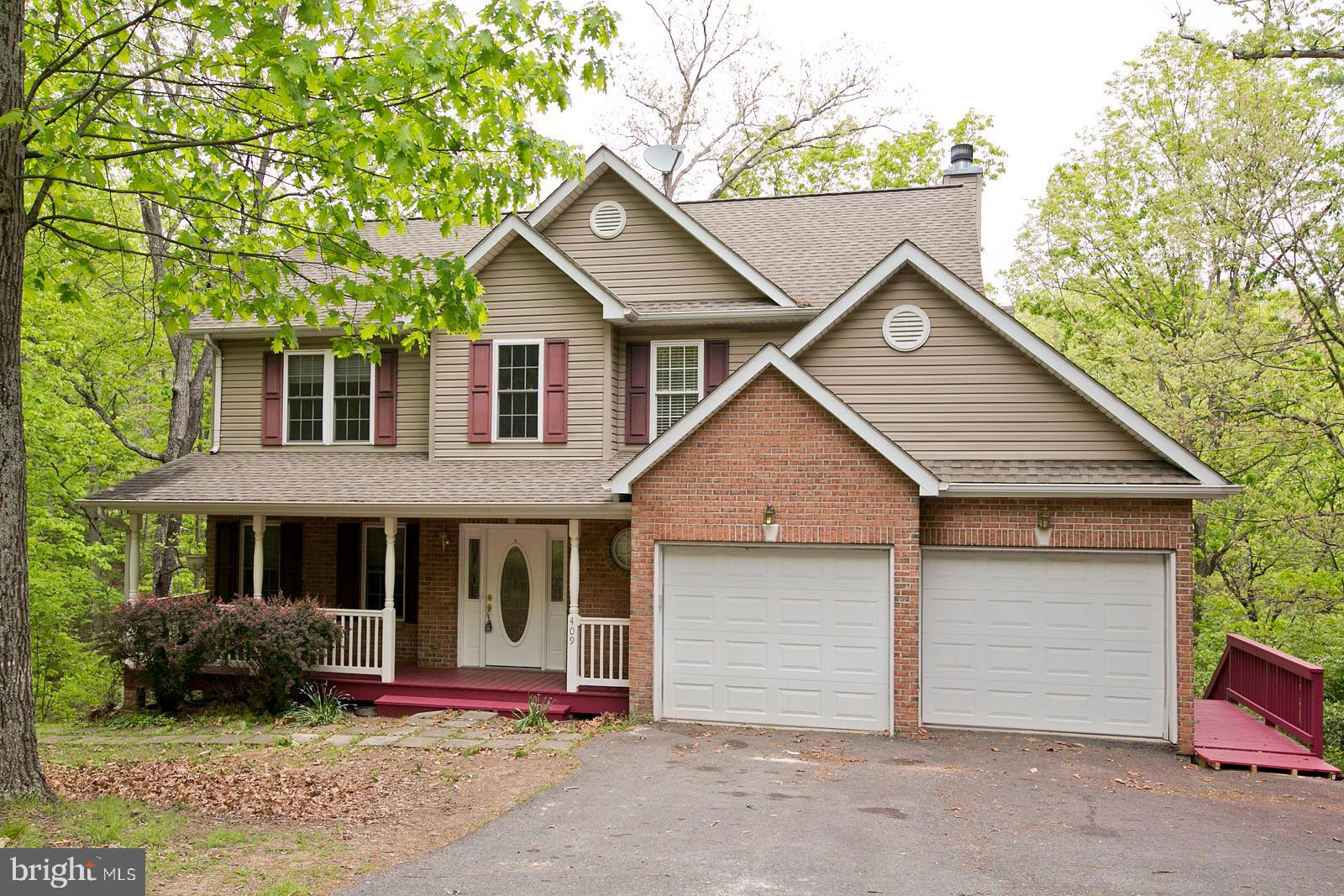 SUPER AFFORDABLE AND MOVE IN READY! Well maintained  and spacious 3000 sq ft colonial home offers 4