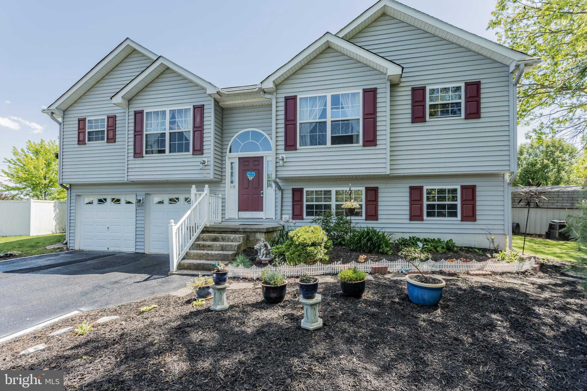 Wow!  What a nice home in a sought after neighborhood offering the new owner over 2600 square feet o