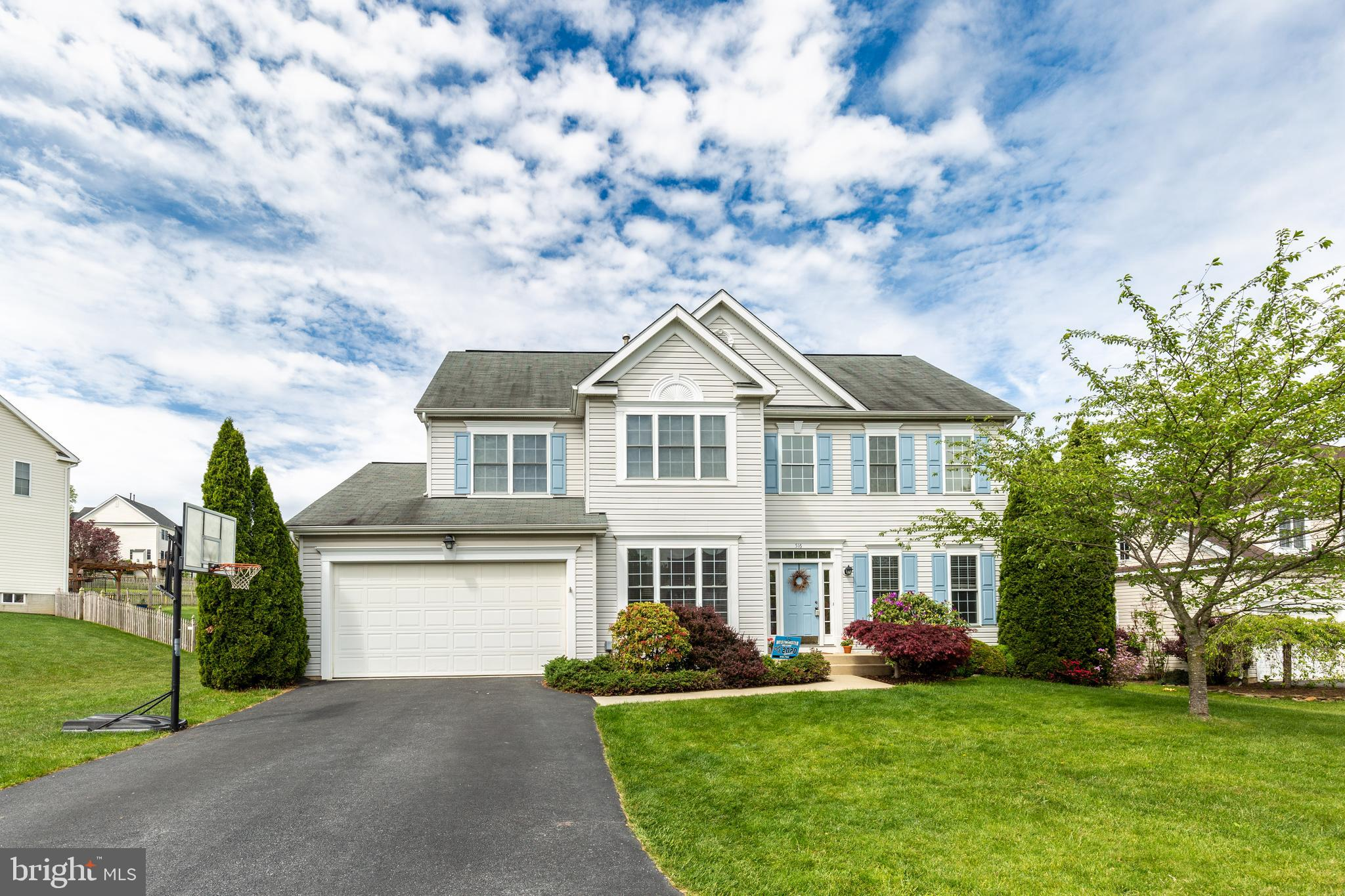 Lovely 4 bed, 2.5 bath colonial in the sought after community of Windmere Farms. Family room feature