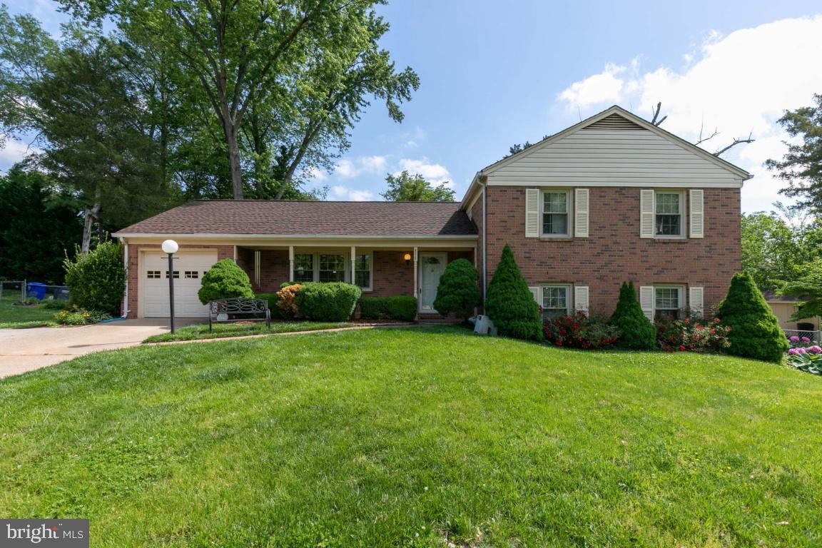 Beautiful 4 bedroom, 3 bathroom single family home in sought after Brookfield Community in Chantilly