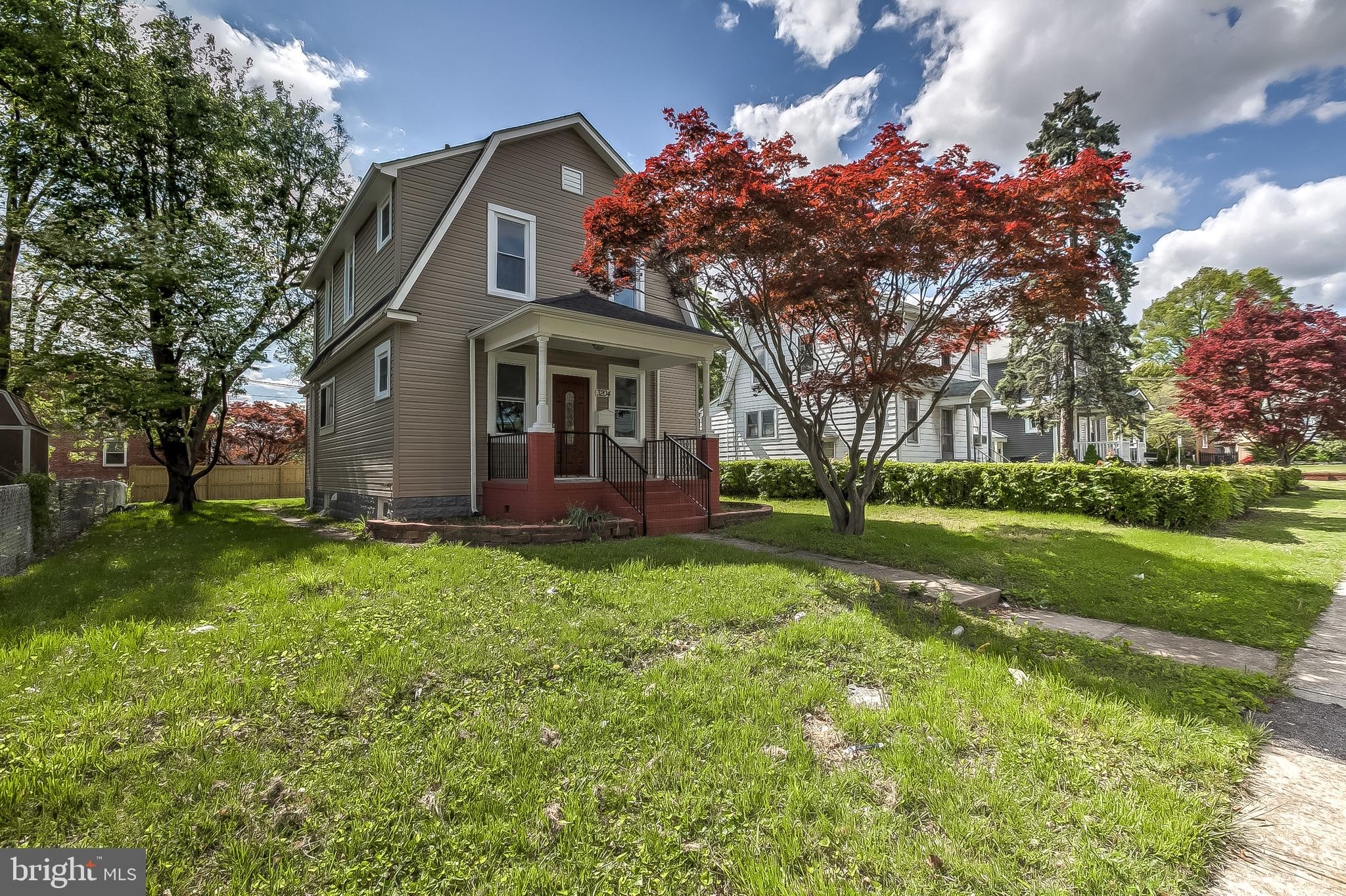 FULLY RENOVATED 3 BEDROOM + 2 BATHROOM HOME WITH YARD AND PARKING: Beautifully renovated home conven